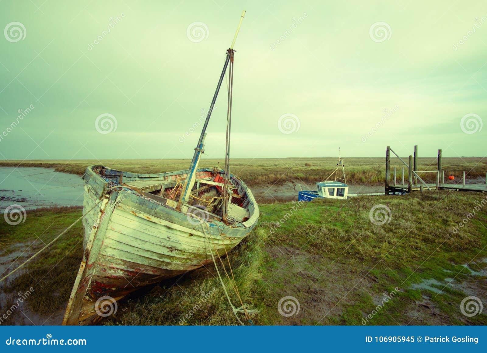 Stara zaniedbana łódź przy Thornham