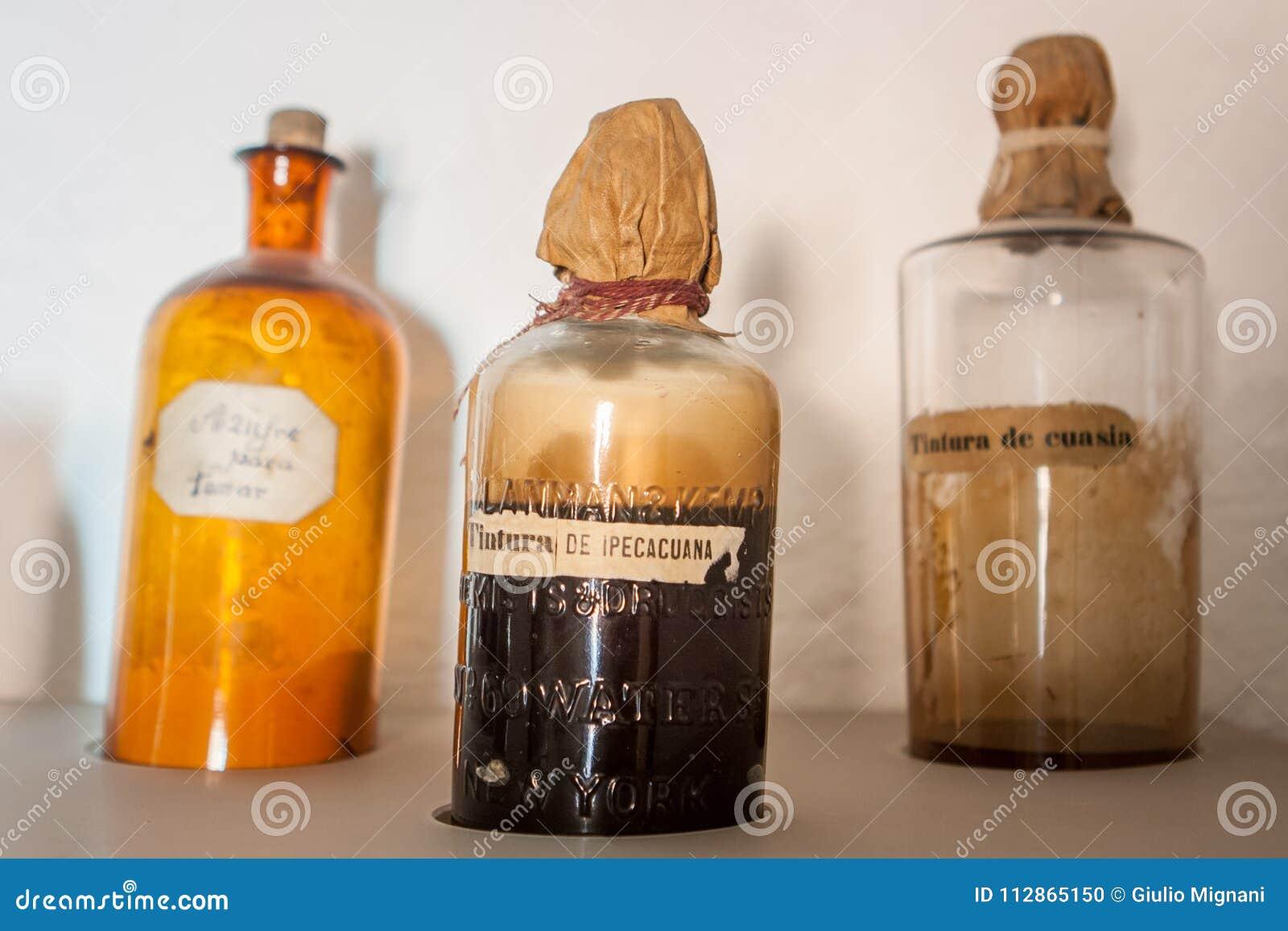 Stare aptek butelki w Santa Catalina monasterze, Arequipa,