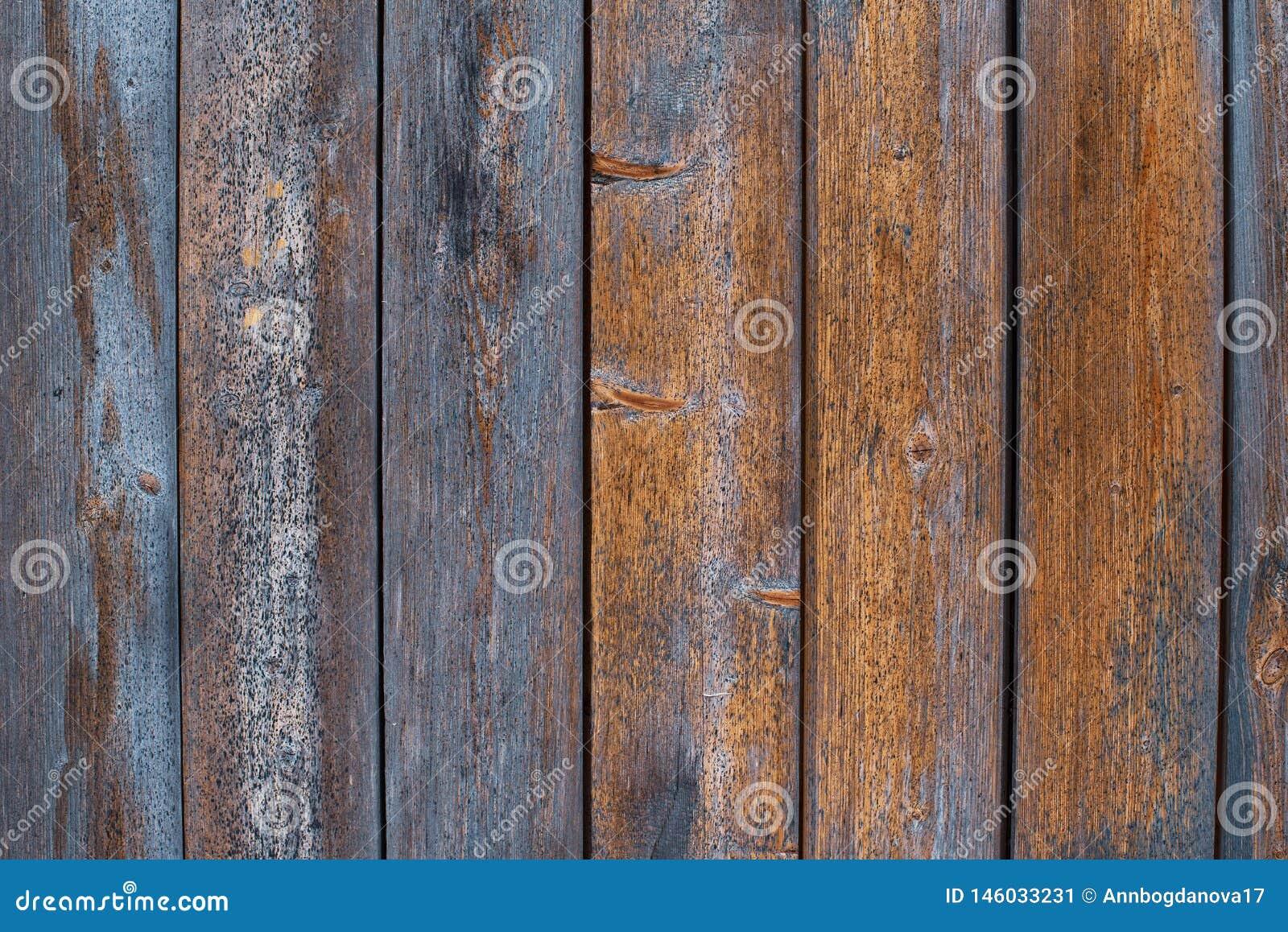 Stare drewniane deski z podławą starą błękitną farbą