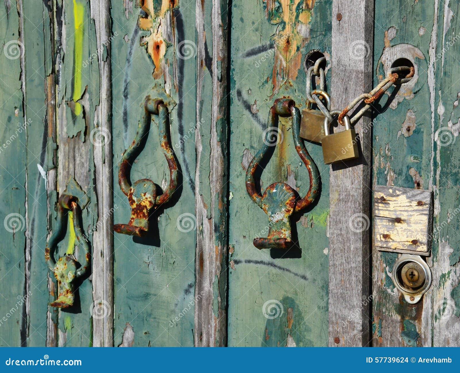 Inne rodzaje Stare klamki drzwi zdjęcie stock. Obraz złożonej z fasada - 57739624 BQ65