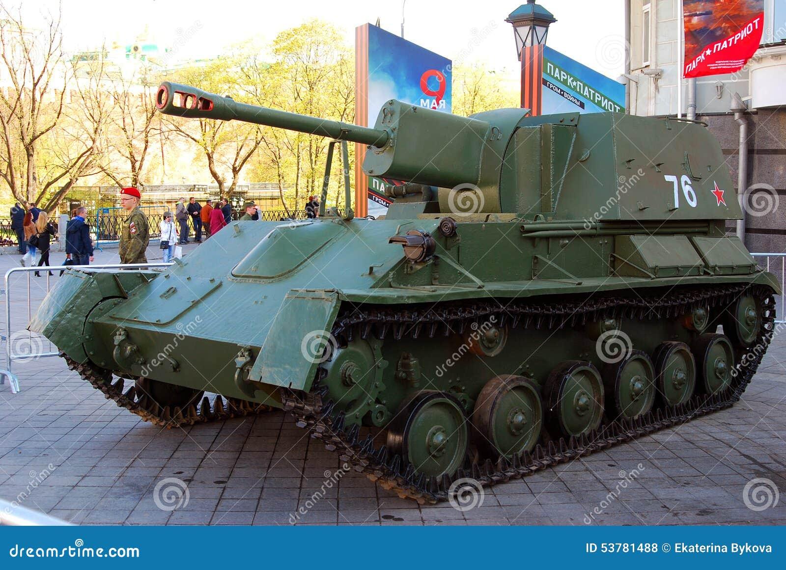 Stare militarne maszyny pokazywać w Moskwa centrum miasta