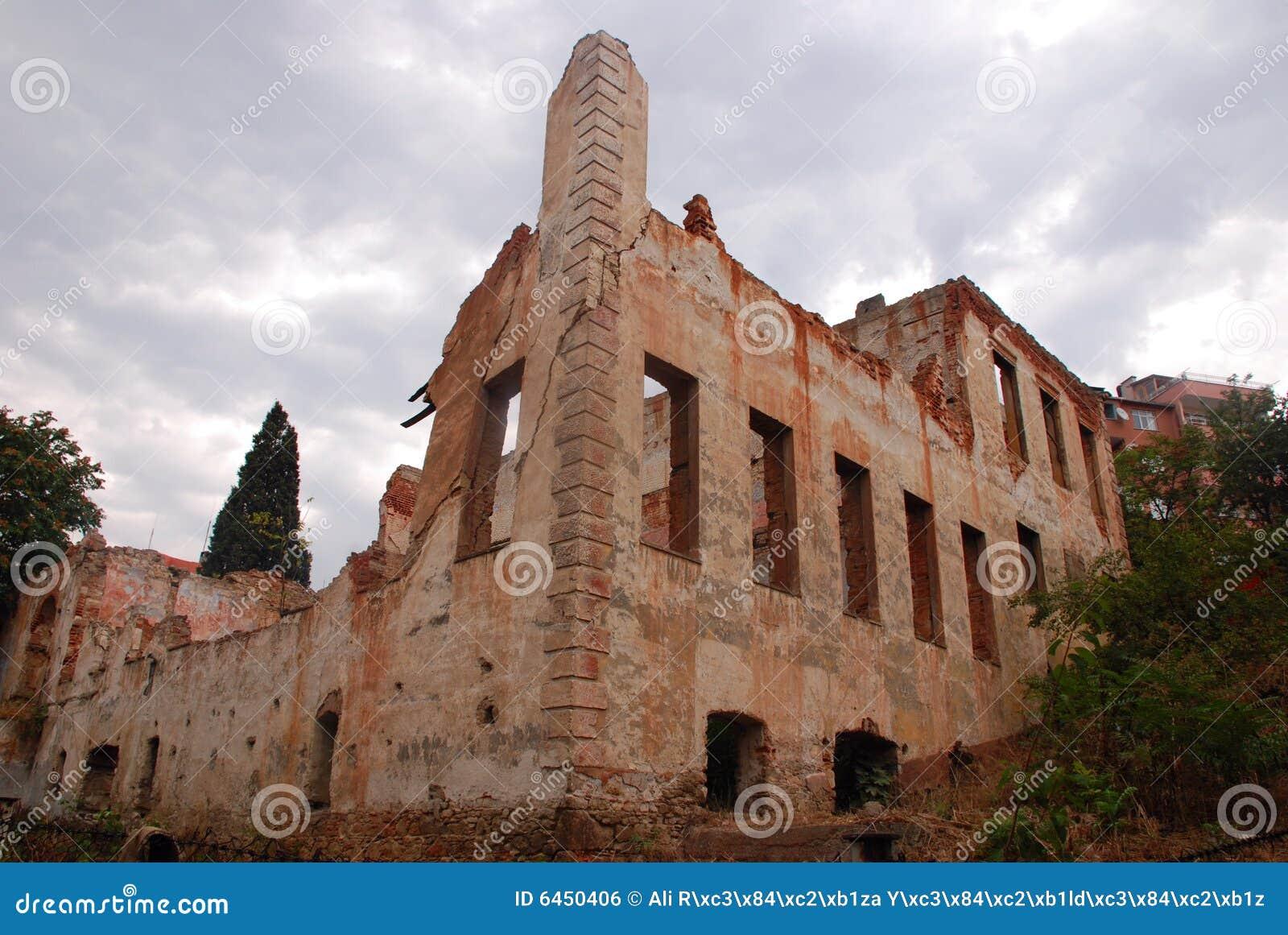 Stare wraki zbudowane