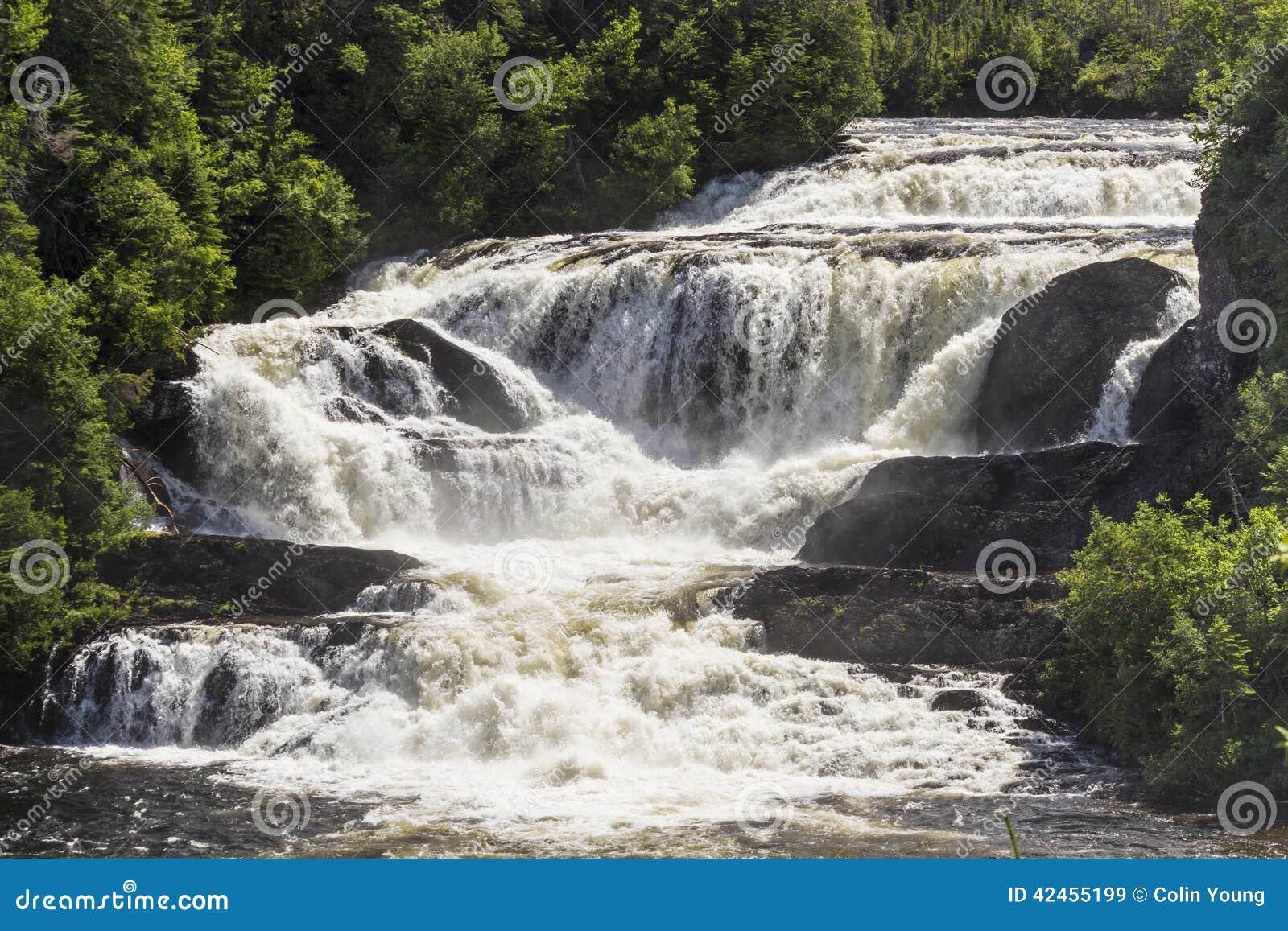 Starke Neufundland-Wasserfälle
