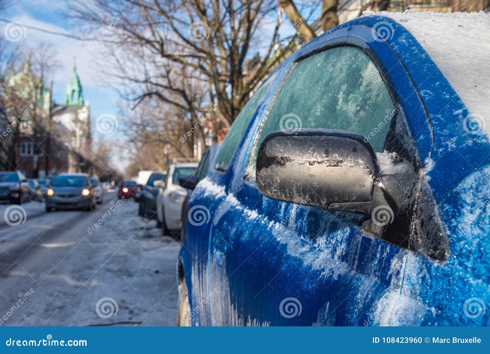 Starke Schicht des Eisbedeckungsautos