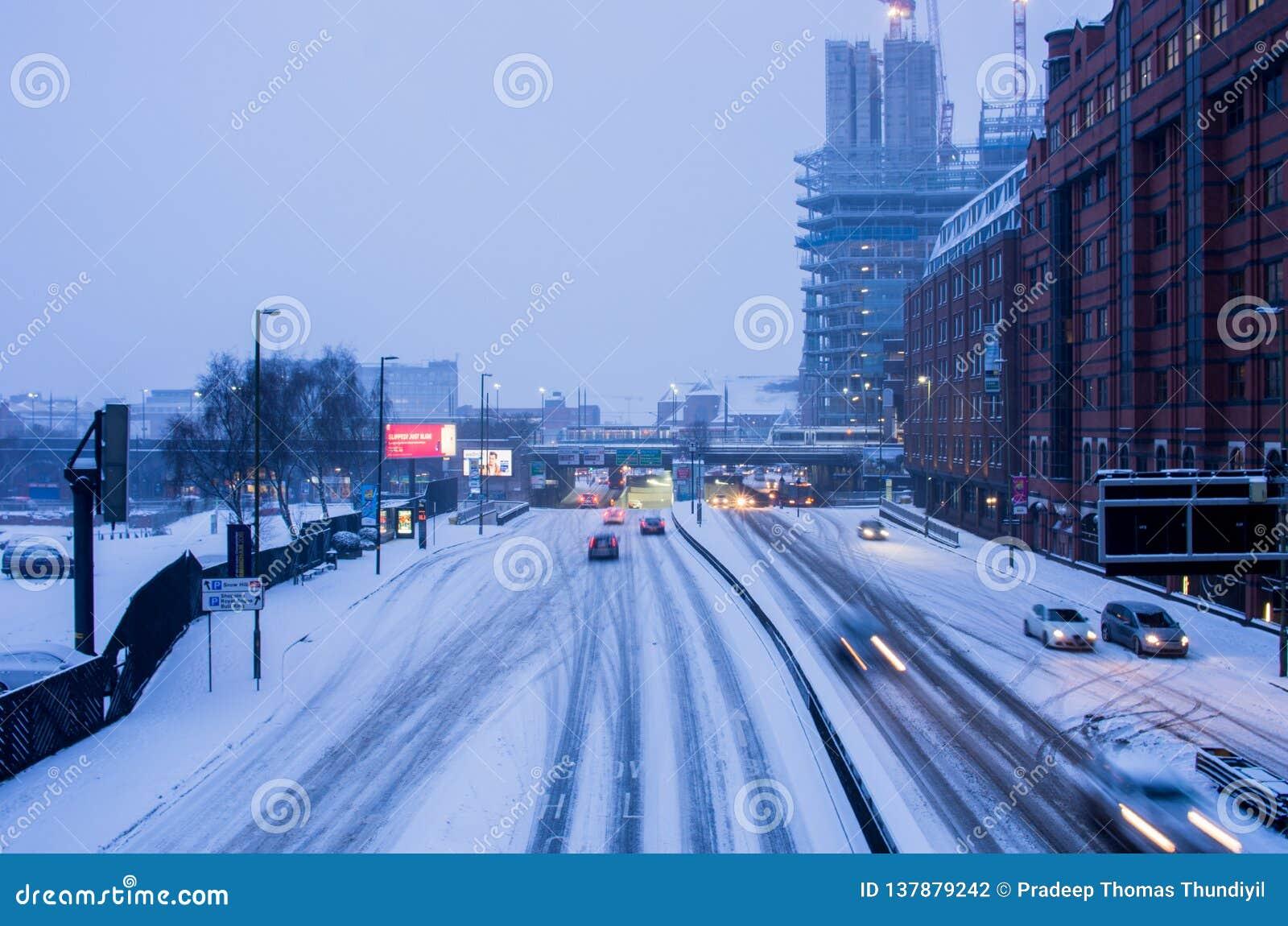 Starke Schneefälle in Birmingham, Vereinigtes Königreich