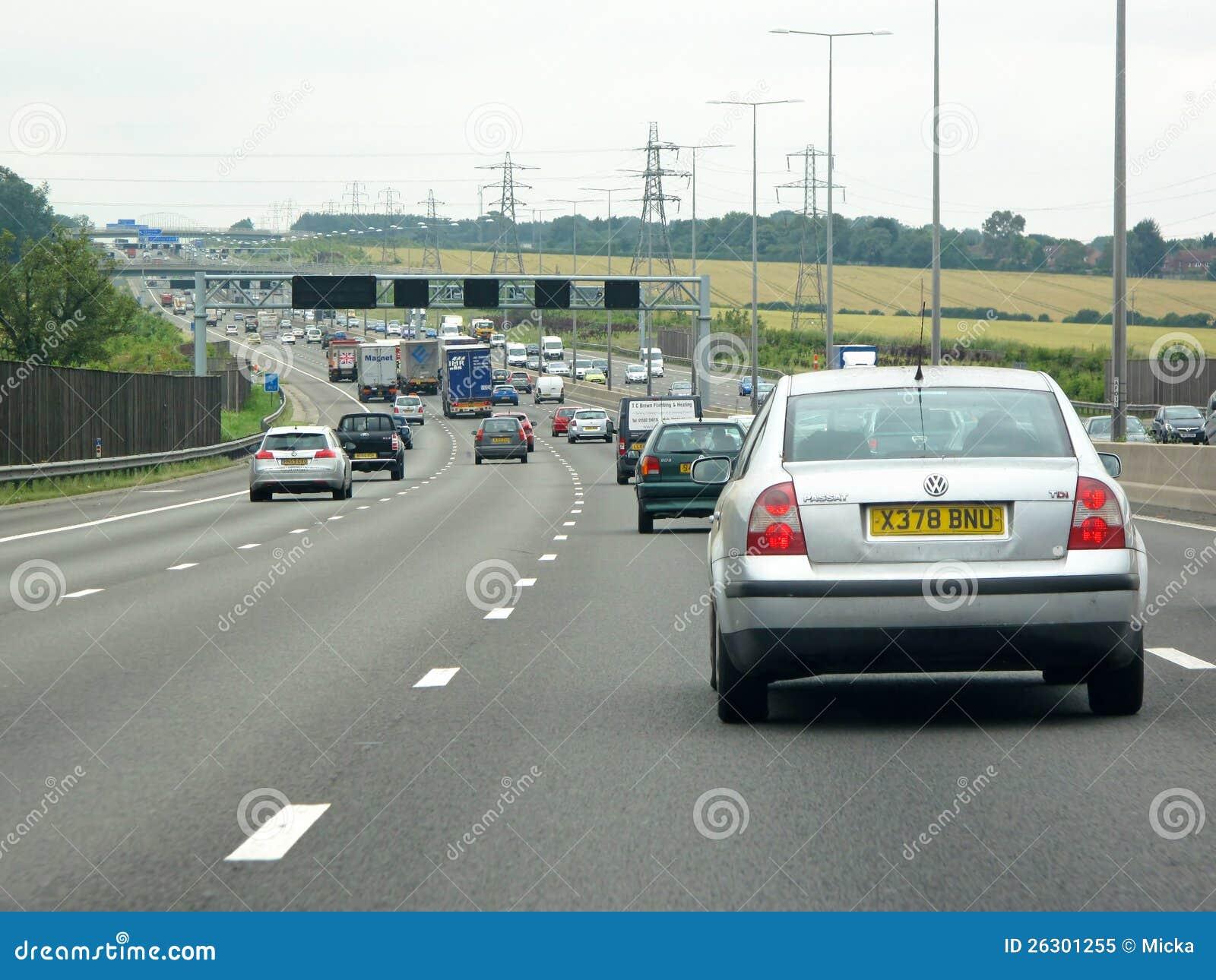 Starker Verkehr auf britischer Autobahn M1