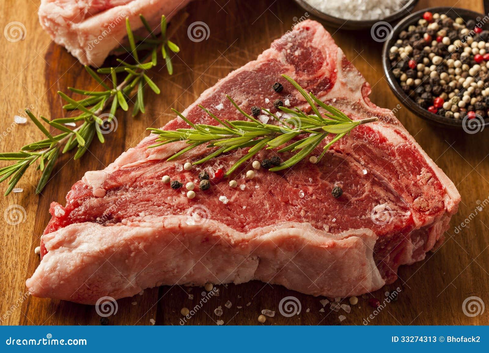 Starkes rohes T-Bone-Steak