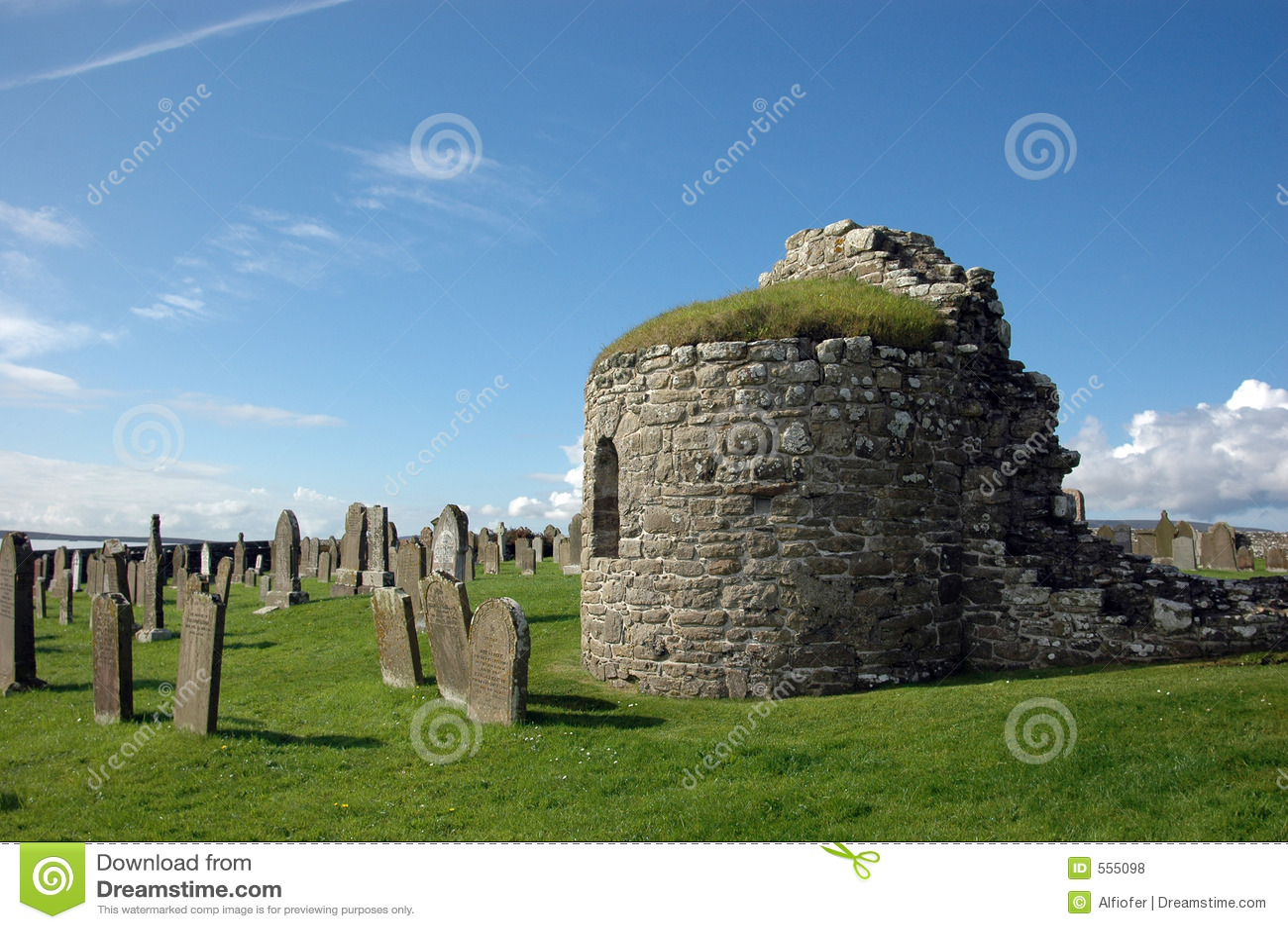 Starożytny kościół cmentarz