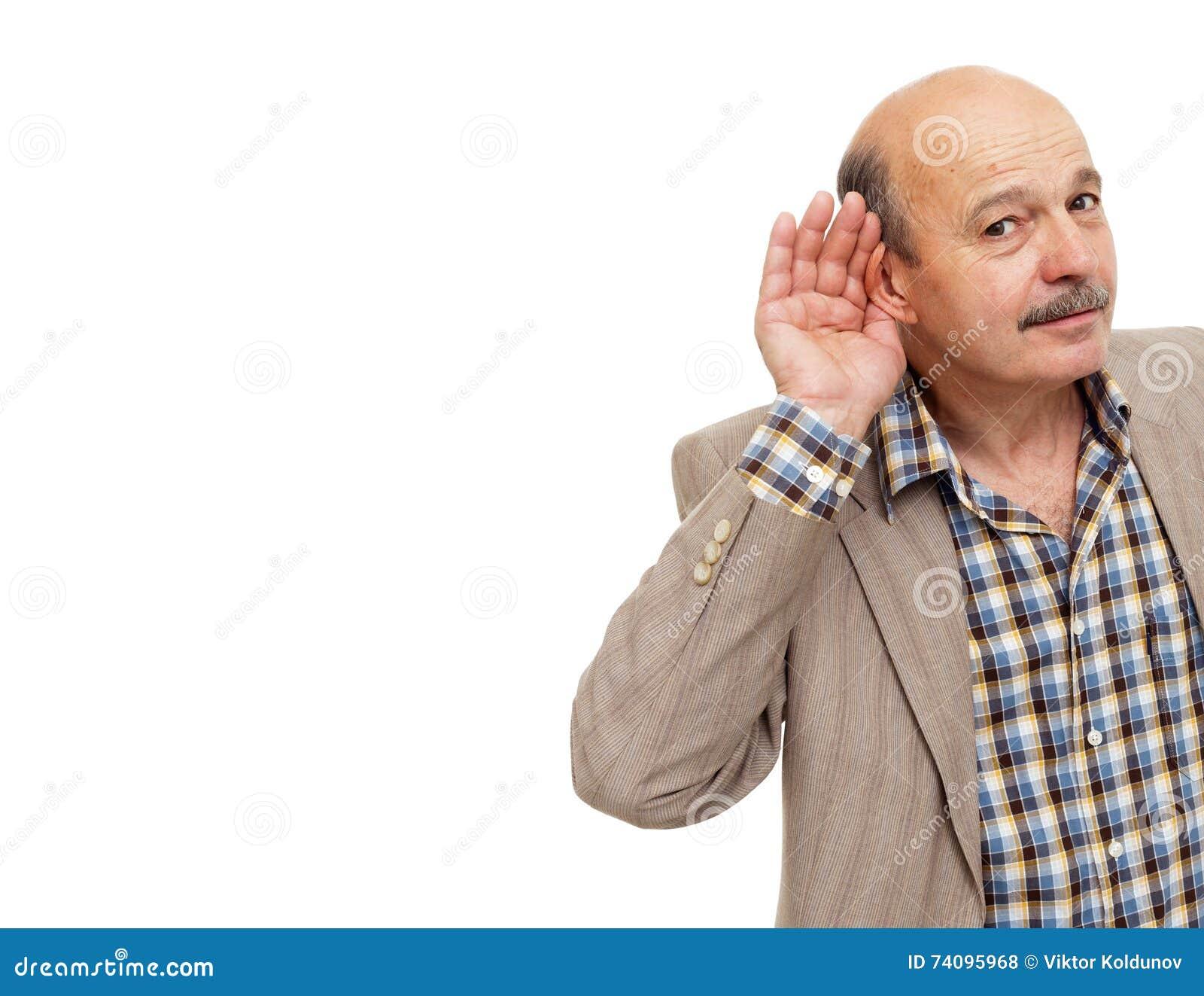 Starsi ludzi z utrat słuchu próbami słuchać dźwięki