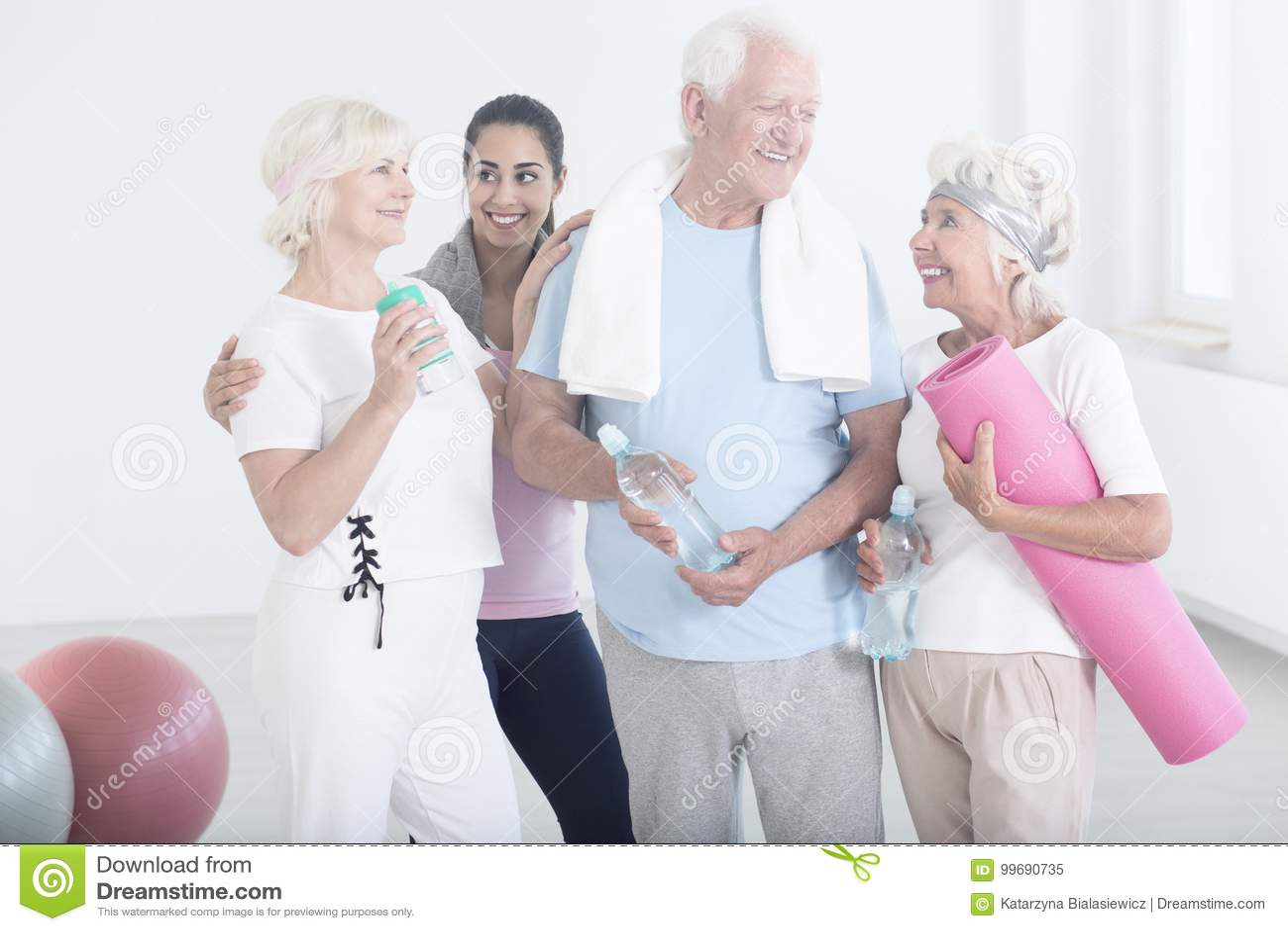 Starsi przyjaciele po fizycznych aktywność