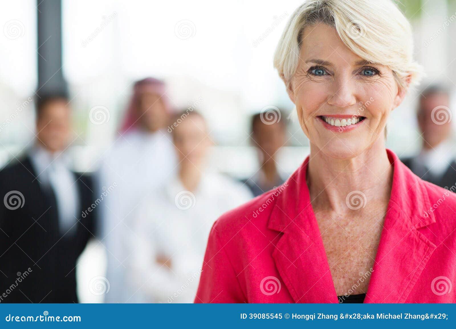 Starsza biznesowa kobieta