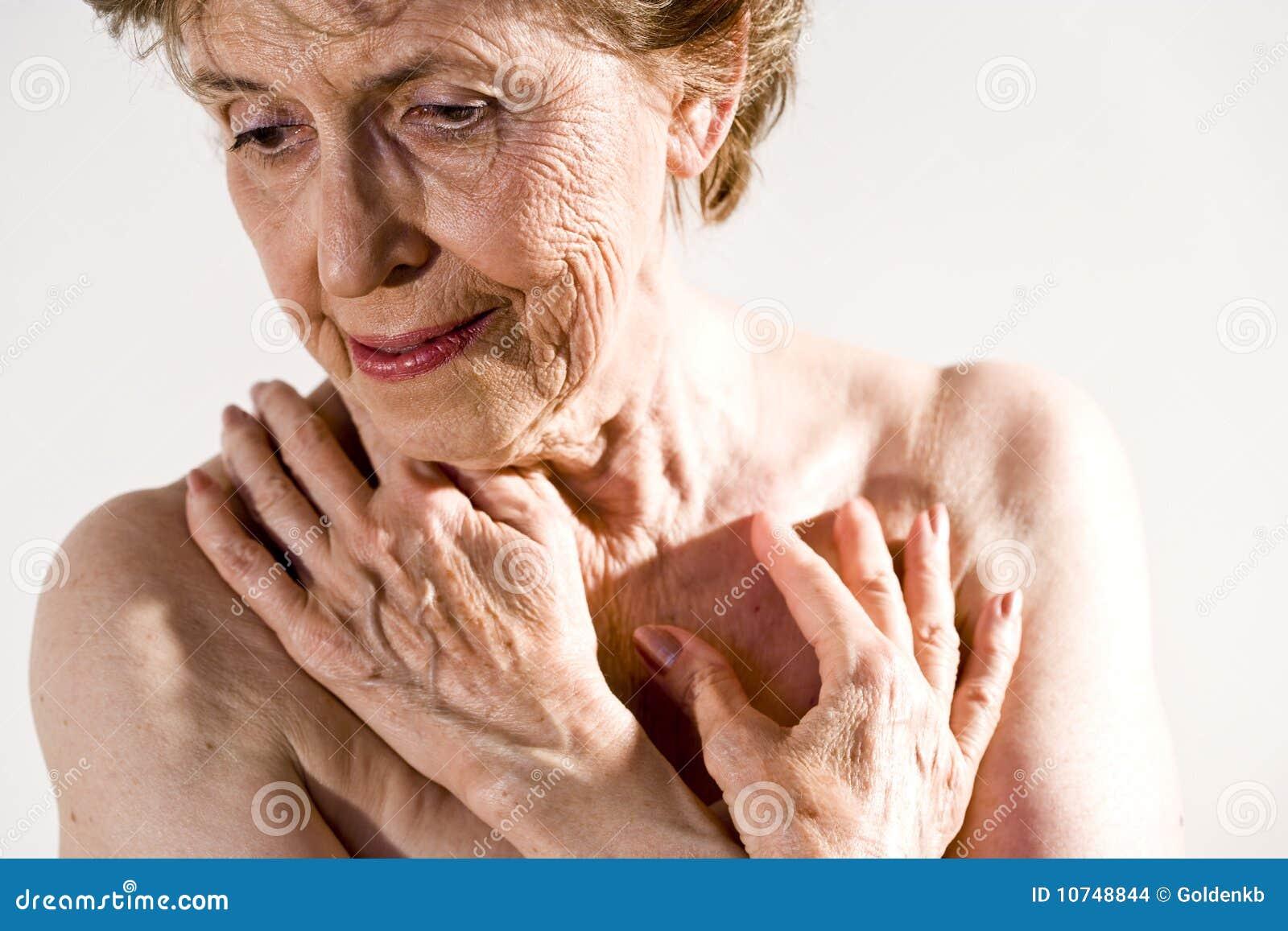 Starsza poważna kobieta