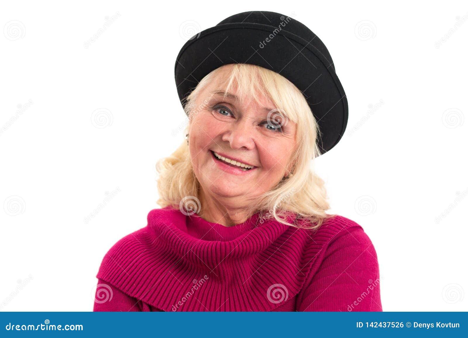 Starsza uśmiechnięta kobieta