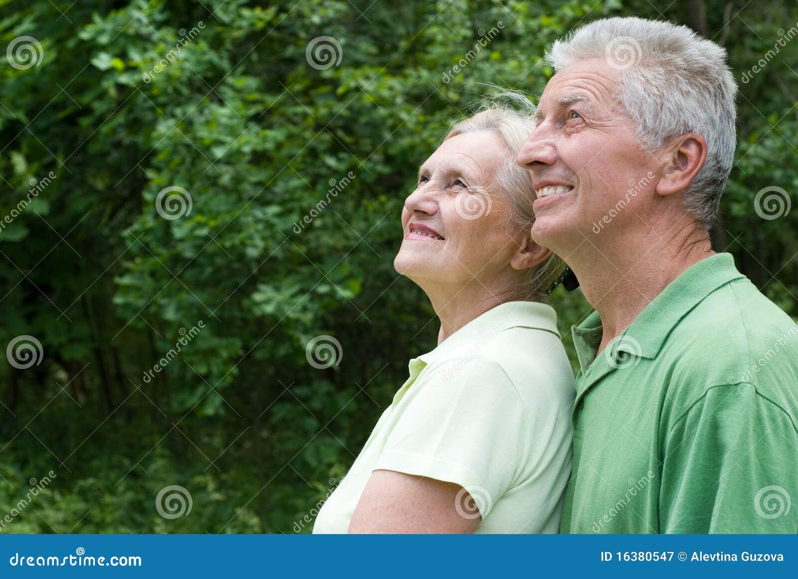 Starszej osoby szczęśliwa para