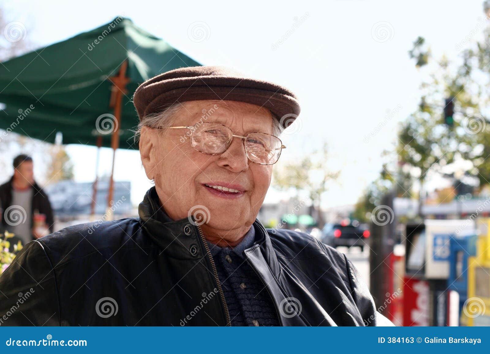 Starszy człowiek zewnętrznego