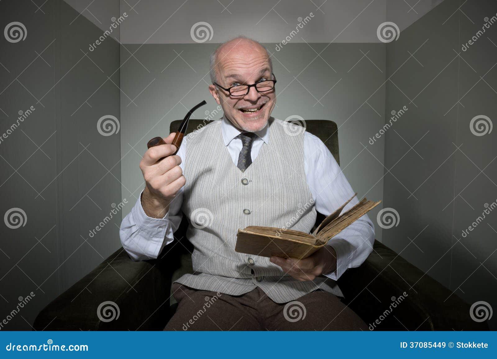 Download Starszy Czytanie W Jego żywym Pokoju Obraz Stock - Obraz złożonej z samotność, excited: 37085449