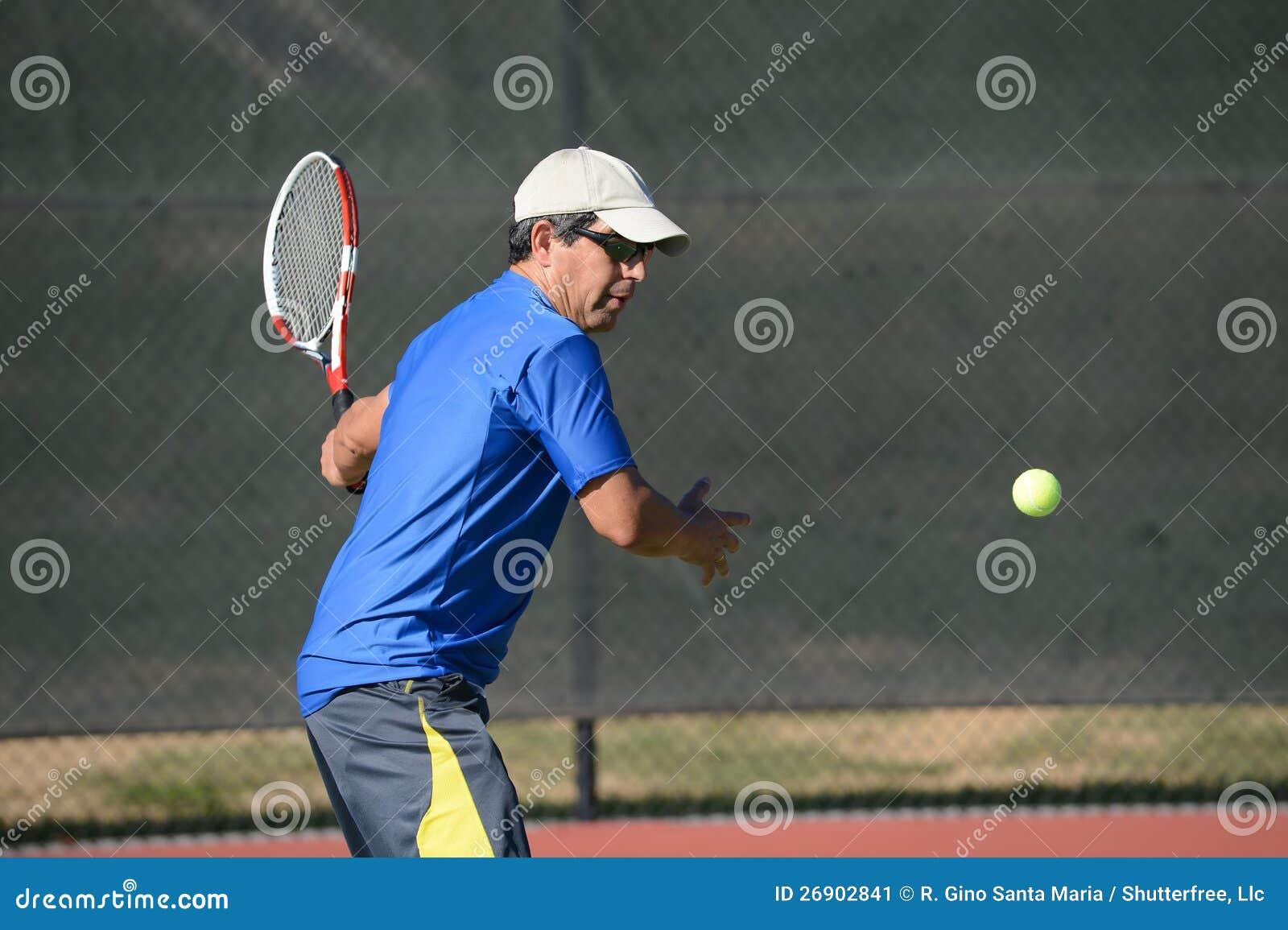 Starszy Latynoski Bawić się Tenis