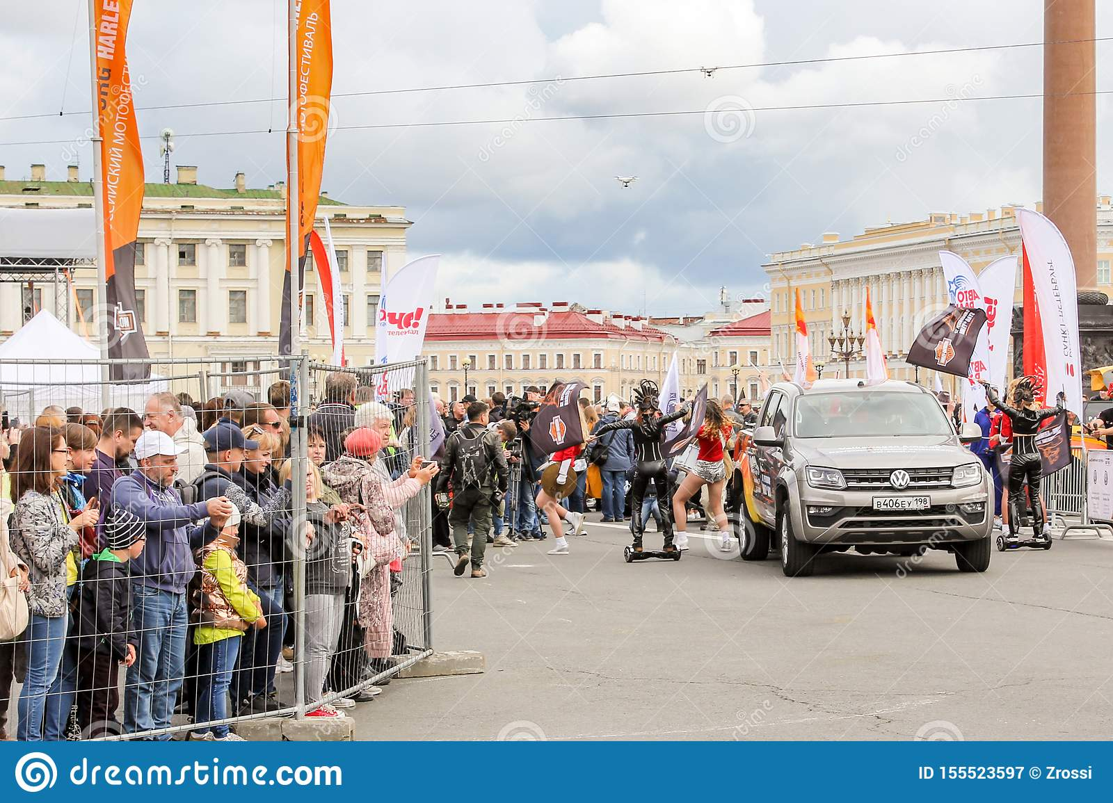 The start area of the rally on Palace Square