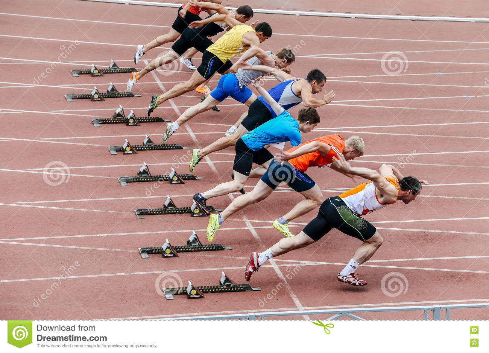 Start men athletes at sprint distance of 100 meters