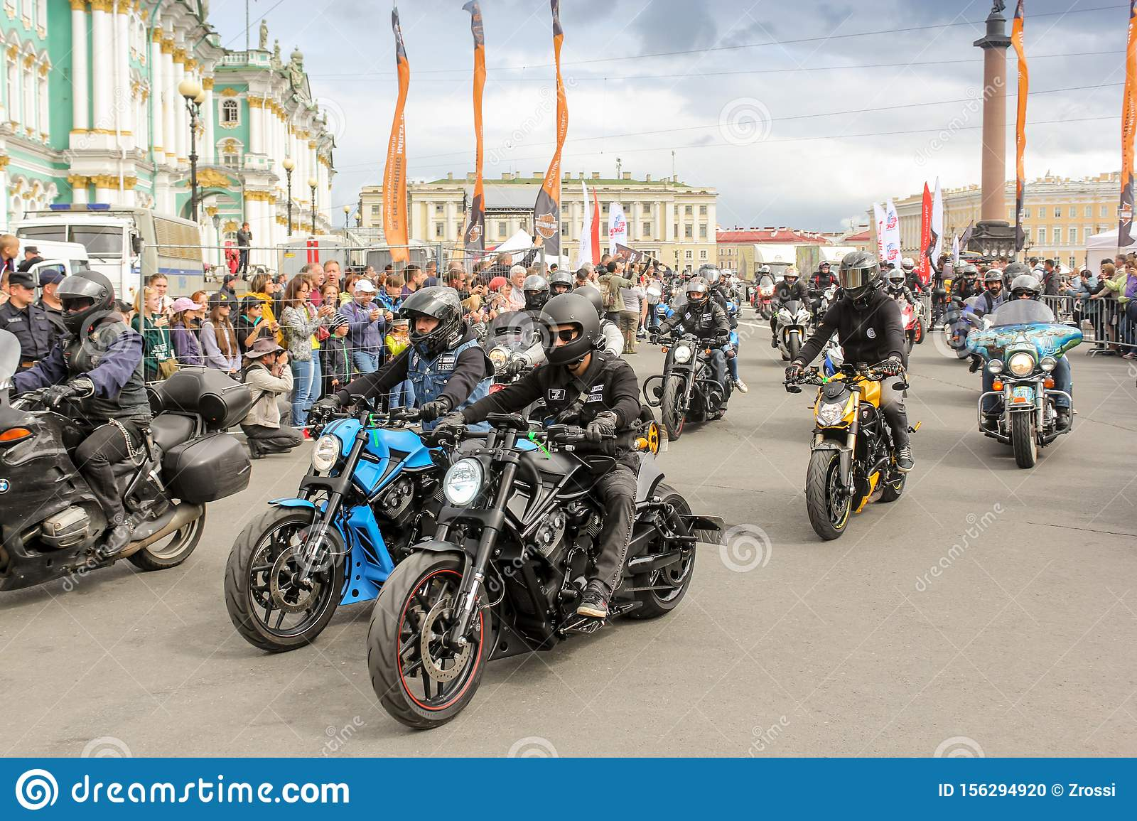 Start of the rally on Palace Square