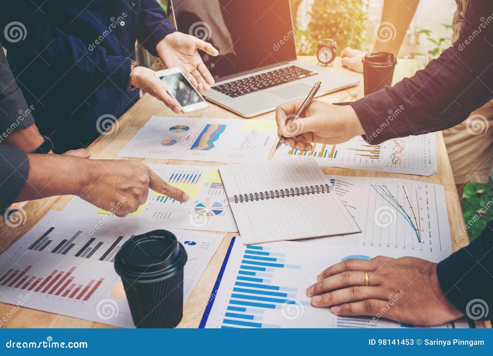 Starta upp affärslagkollegor möte anal planläggningsstrategi