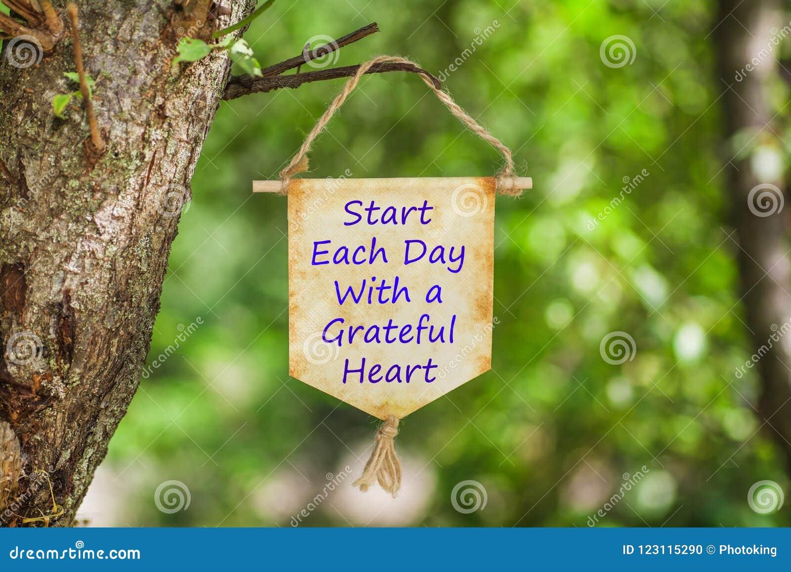 Starta varje dag med en tacksam hjärta på pappers- snirkel