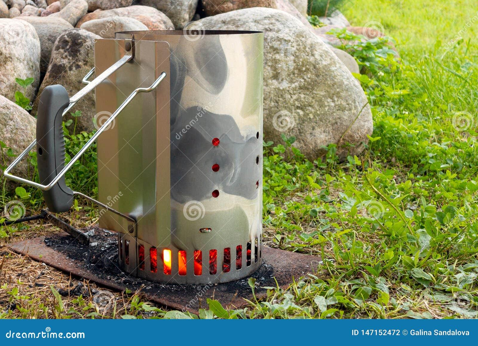 Starter for kindling coals for grilling