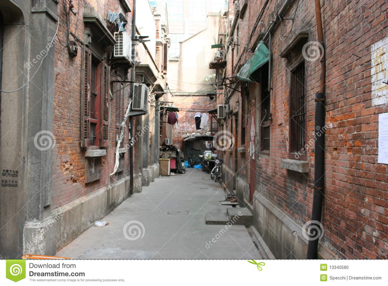 Stary alleyway