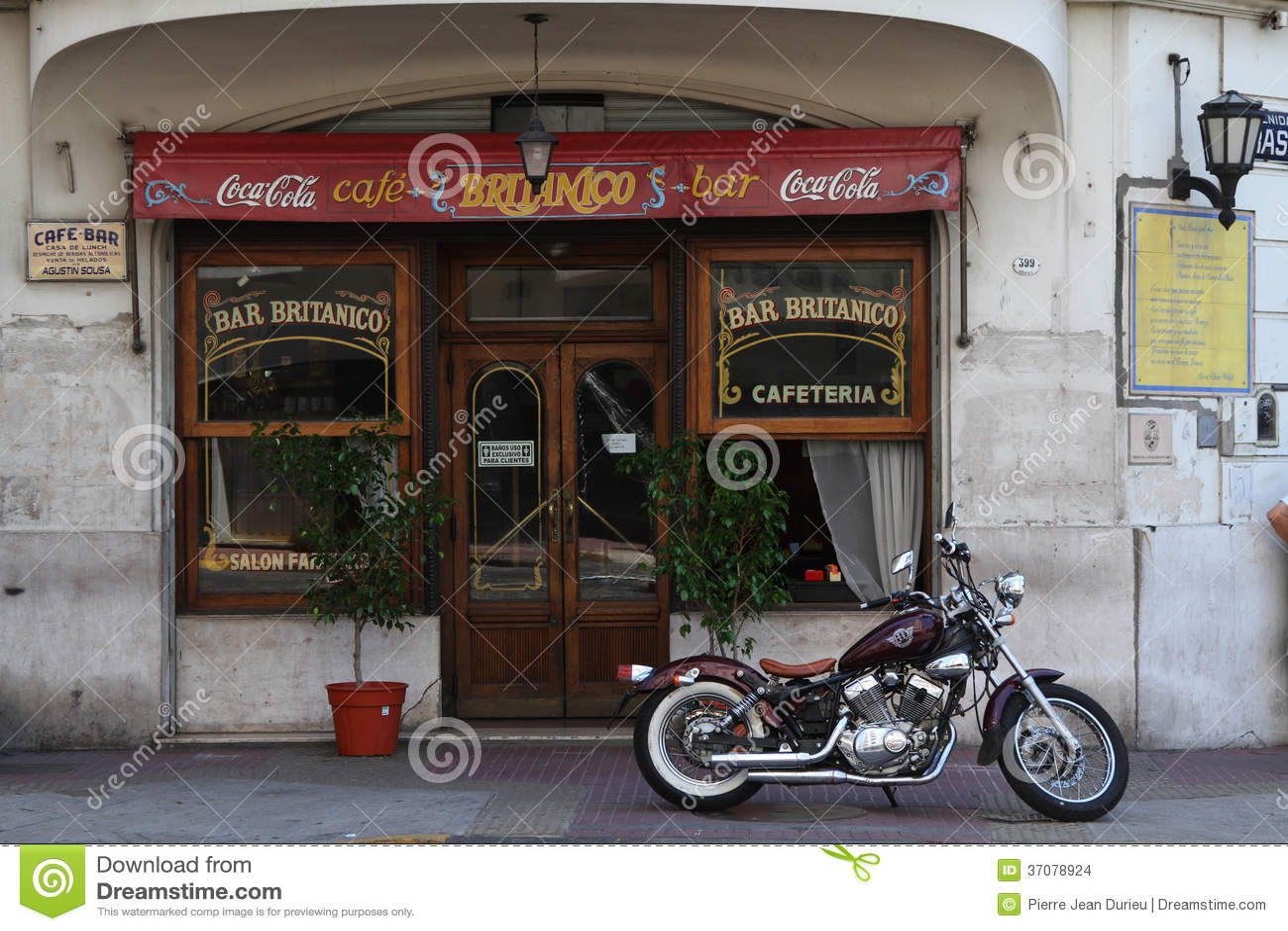 Download Stary bar w San Telmo obraz stock editorial. Obraz złożonej z stary - 37078924