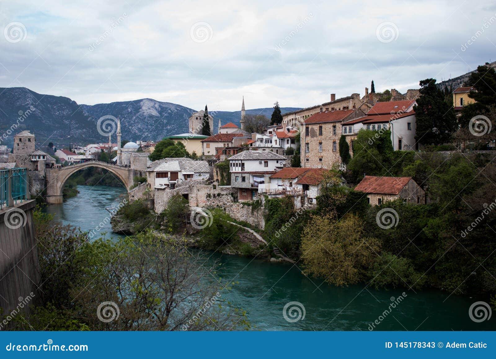 Stary brid?owy Mostar