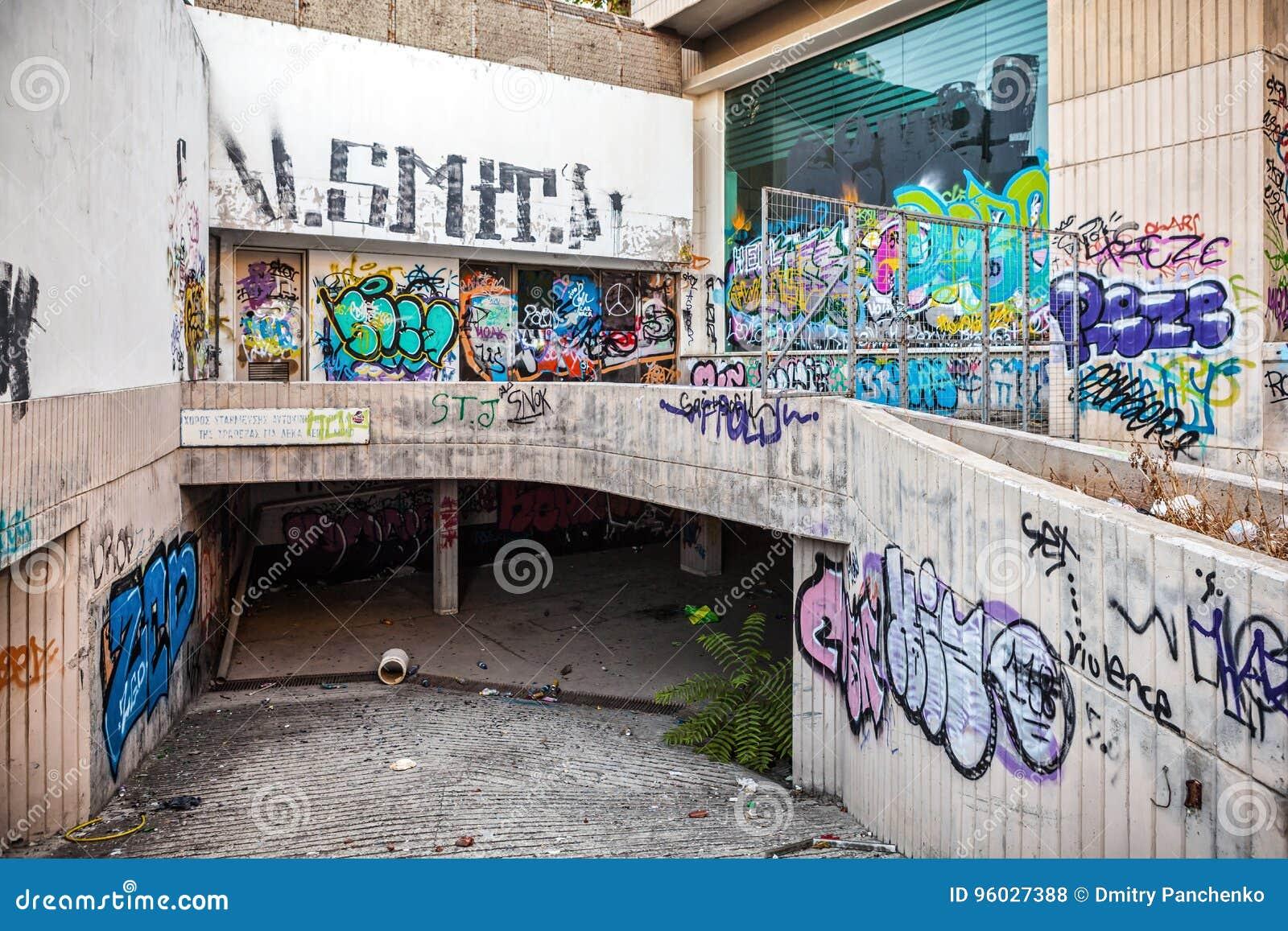 Stary centrum Limassol wszystko malował z graffiti