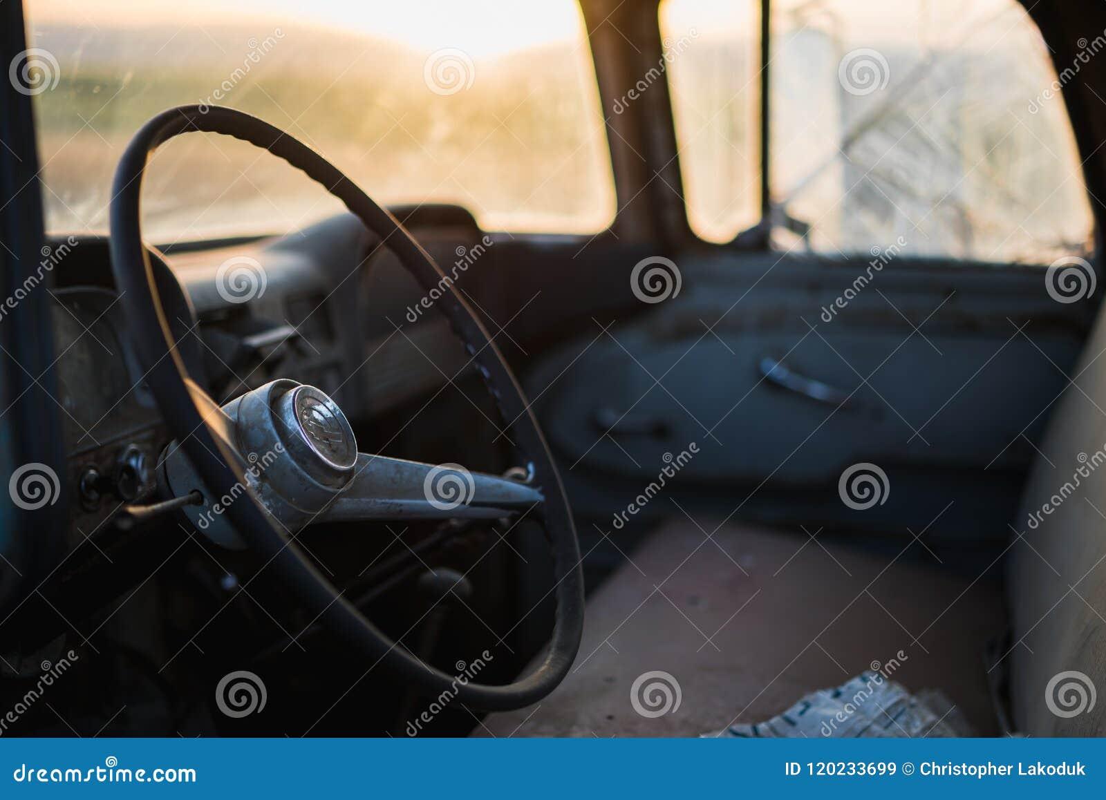 Stary Ciężarowy wnętrze Przy zmierzchem