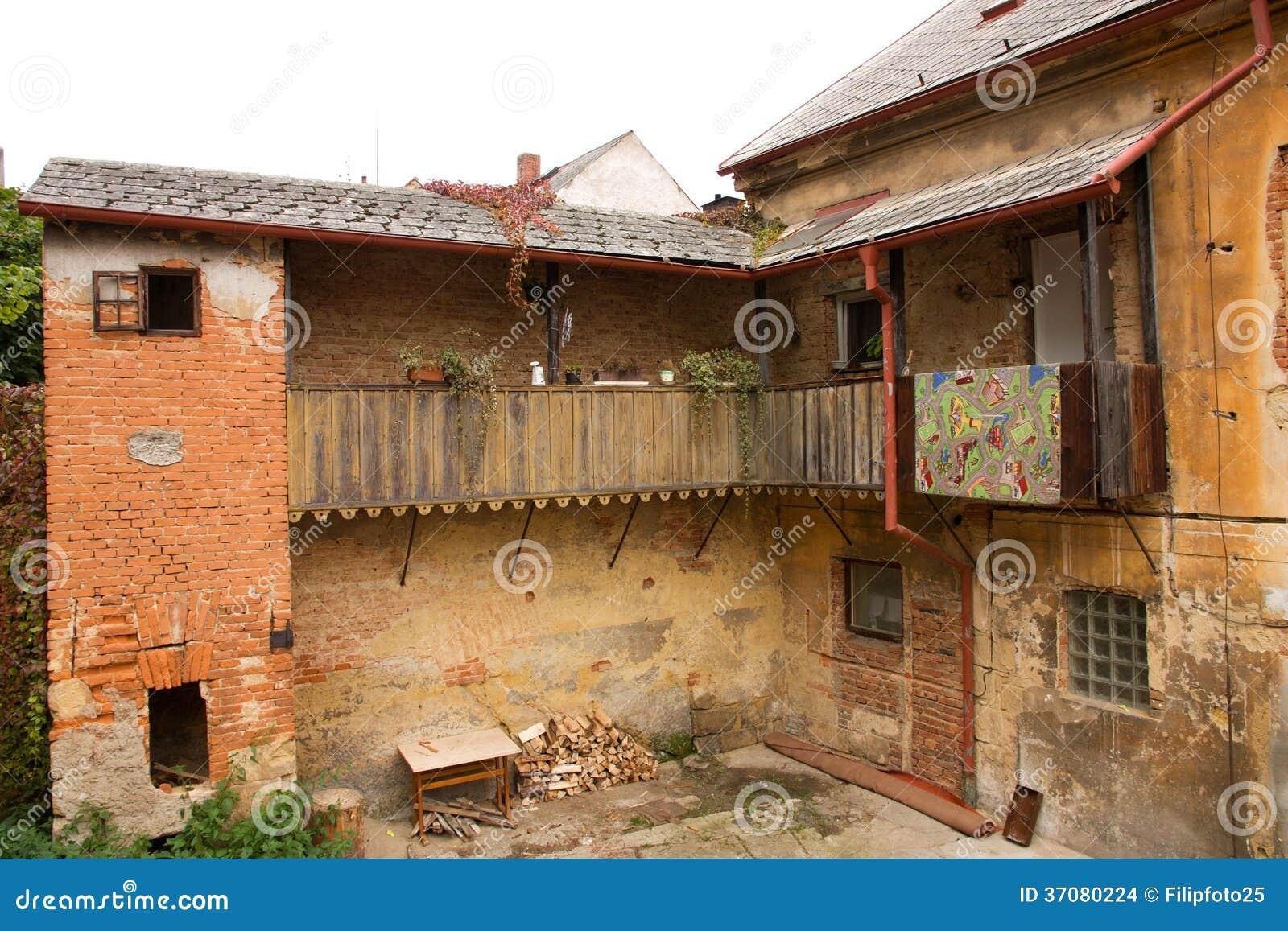 Download Stary dom zdjęcie stock. Obraz złożonej z architektury - 37080224