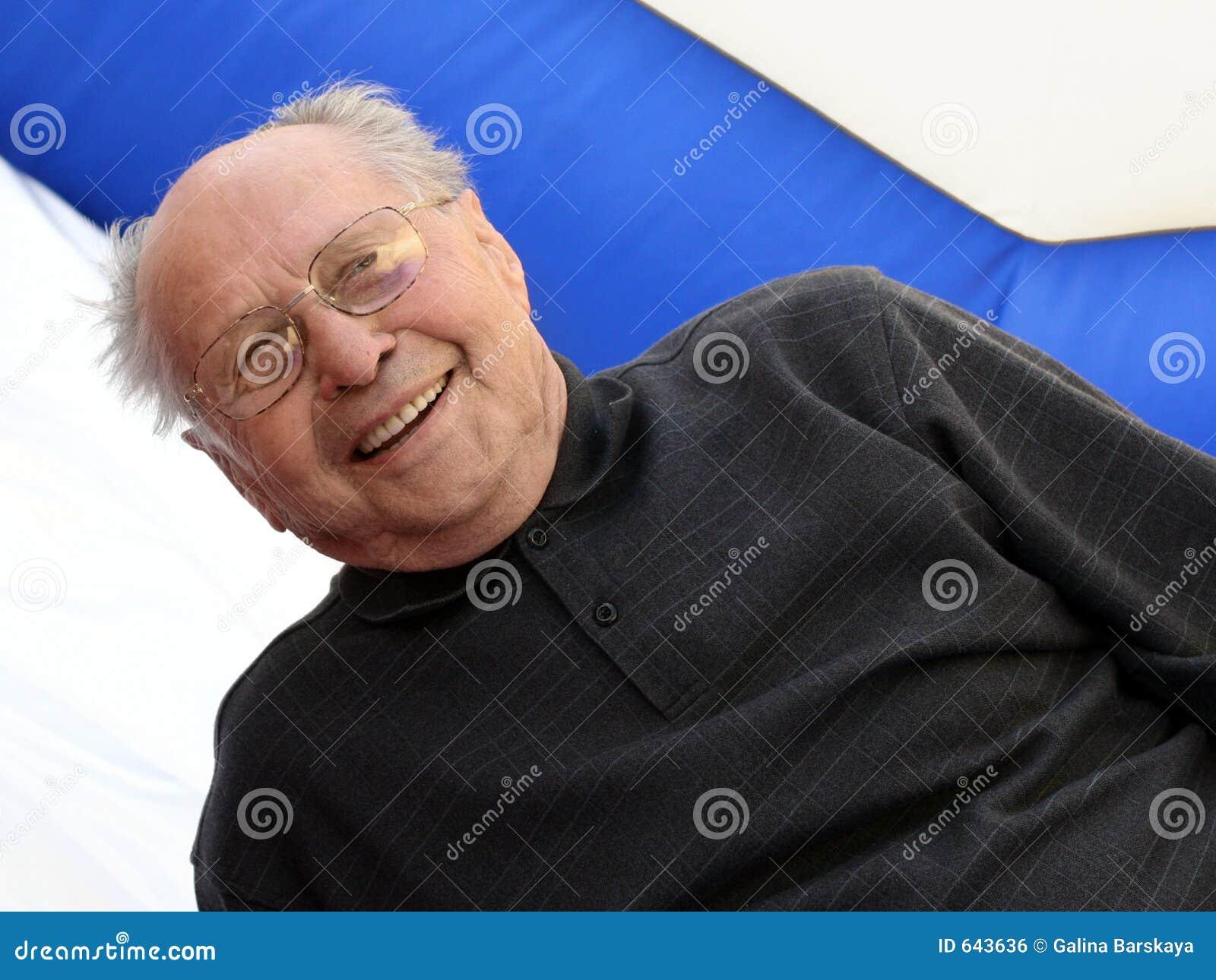 Stary dowódca się uśmiecha