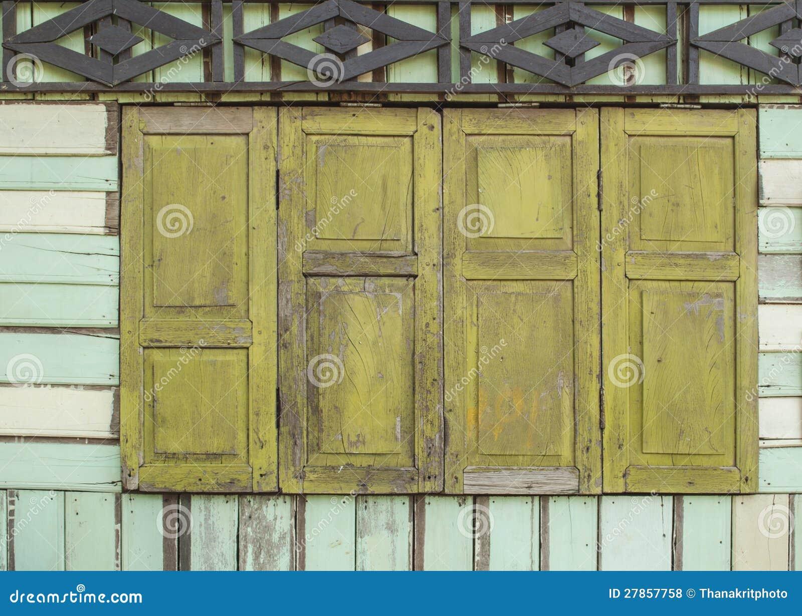 Stary drewniany okno