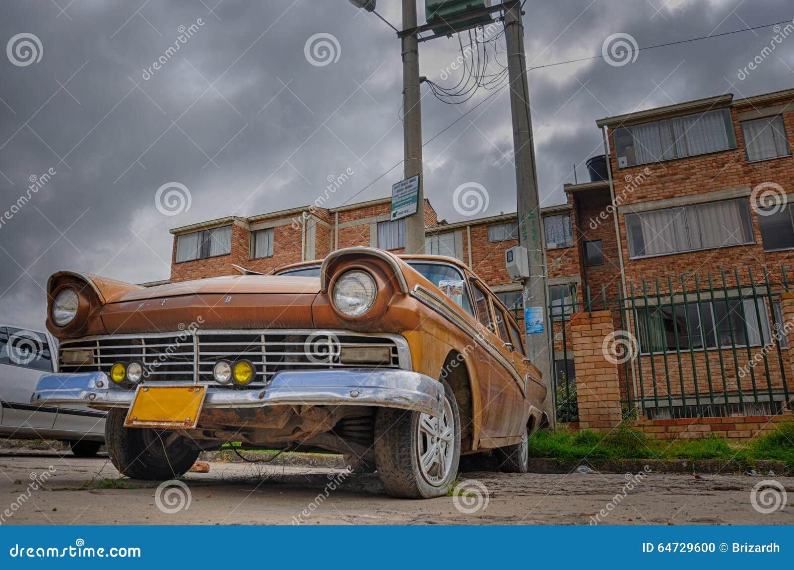 Stary Ford samochodowy lewy w Tunja samotnie, Kolumbia