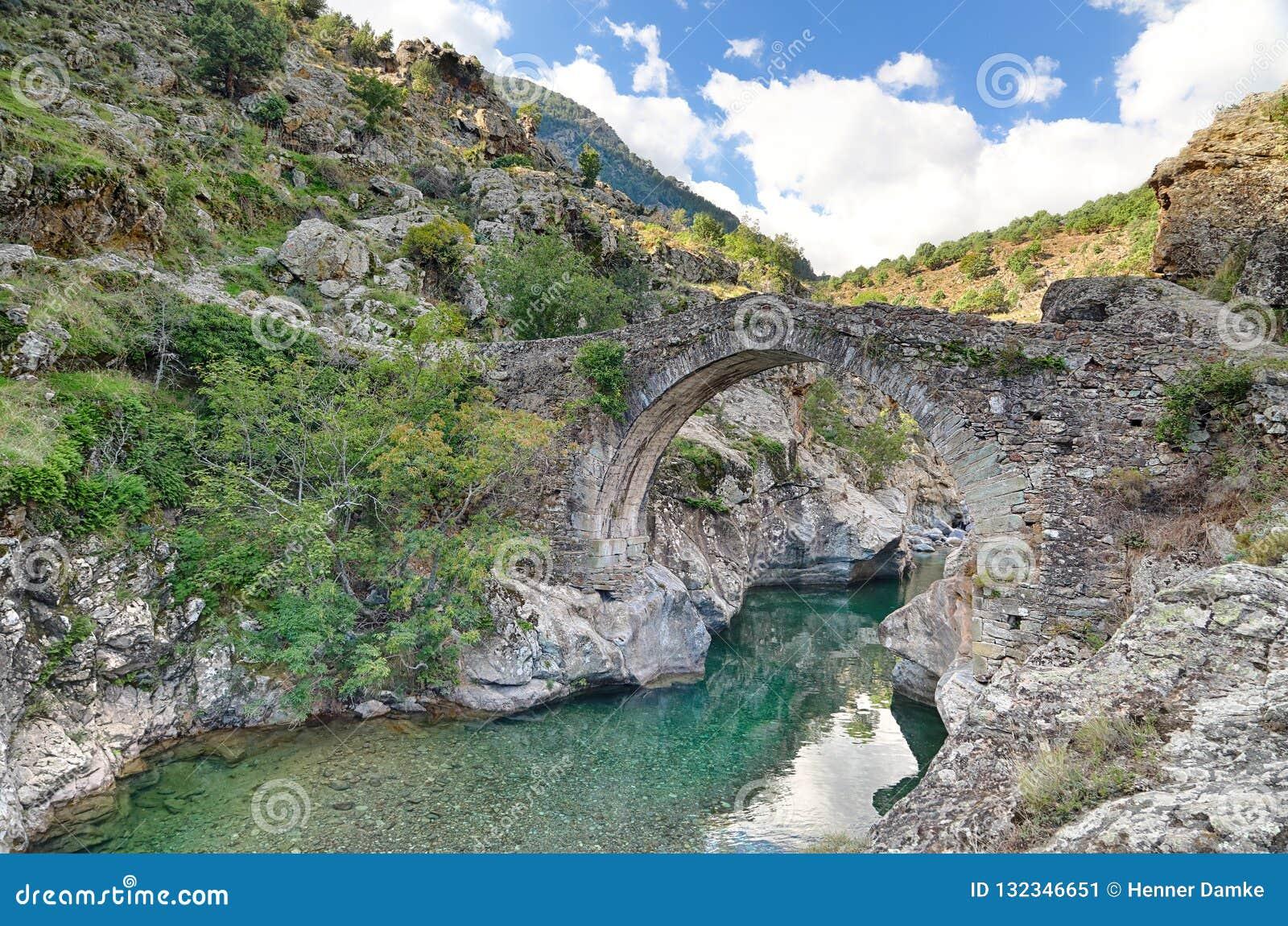 Stary Genovese most blisko Asco Corsica