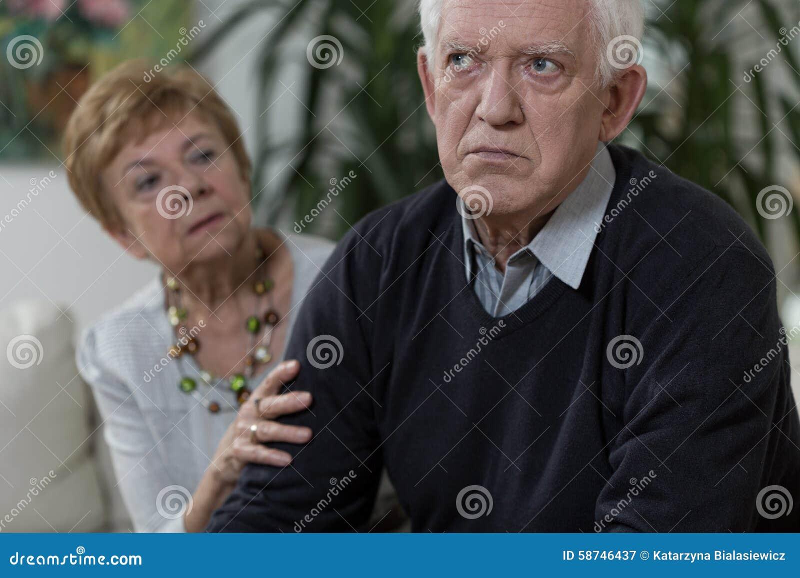 Stary gniewny mężczyzna