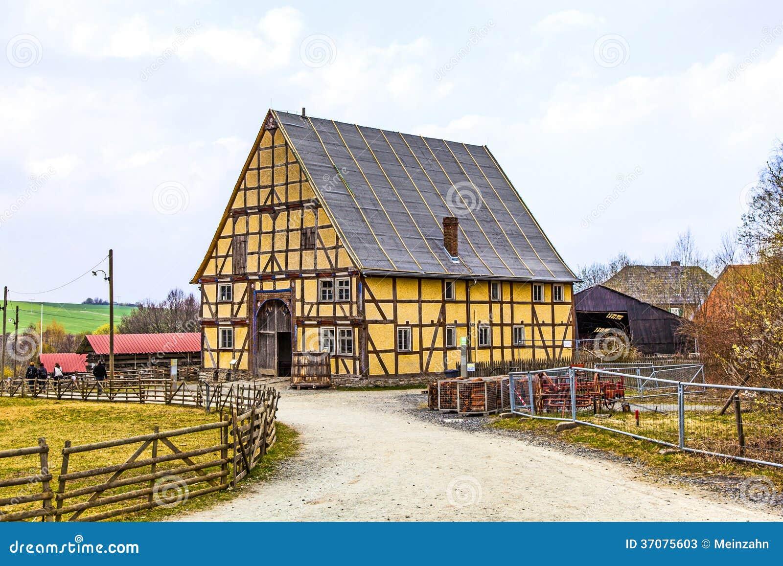 Download Stary Gospodarstwo Rolne Dom Obraz Stock - Obraz złożonej z sceneria, architektury: 37075603