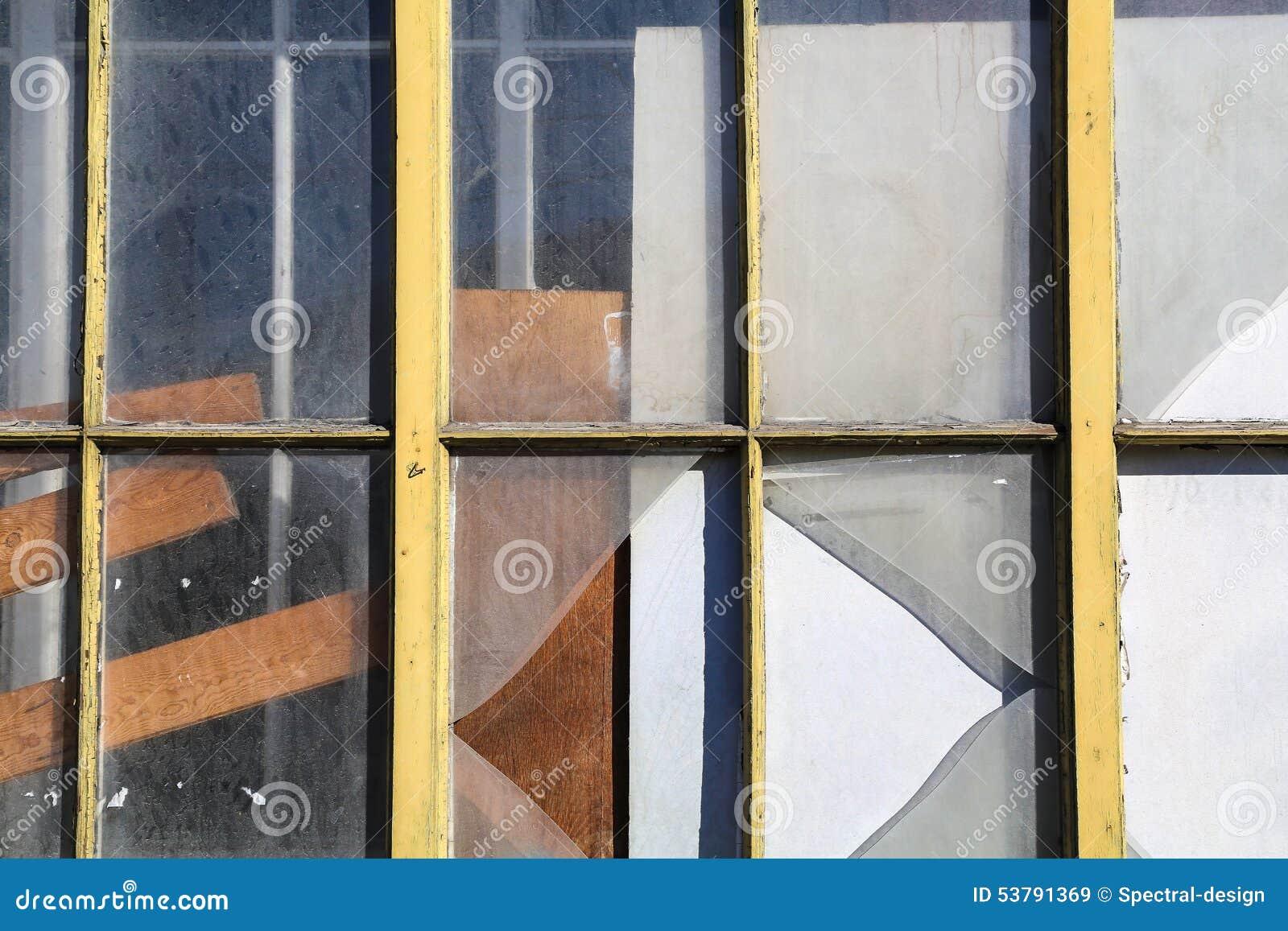 Stary i łamany okno