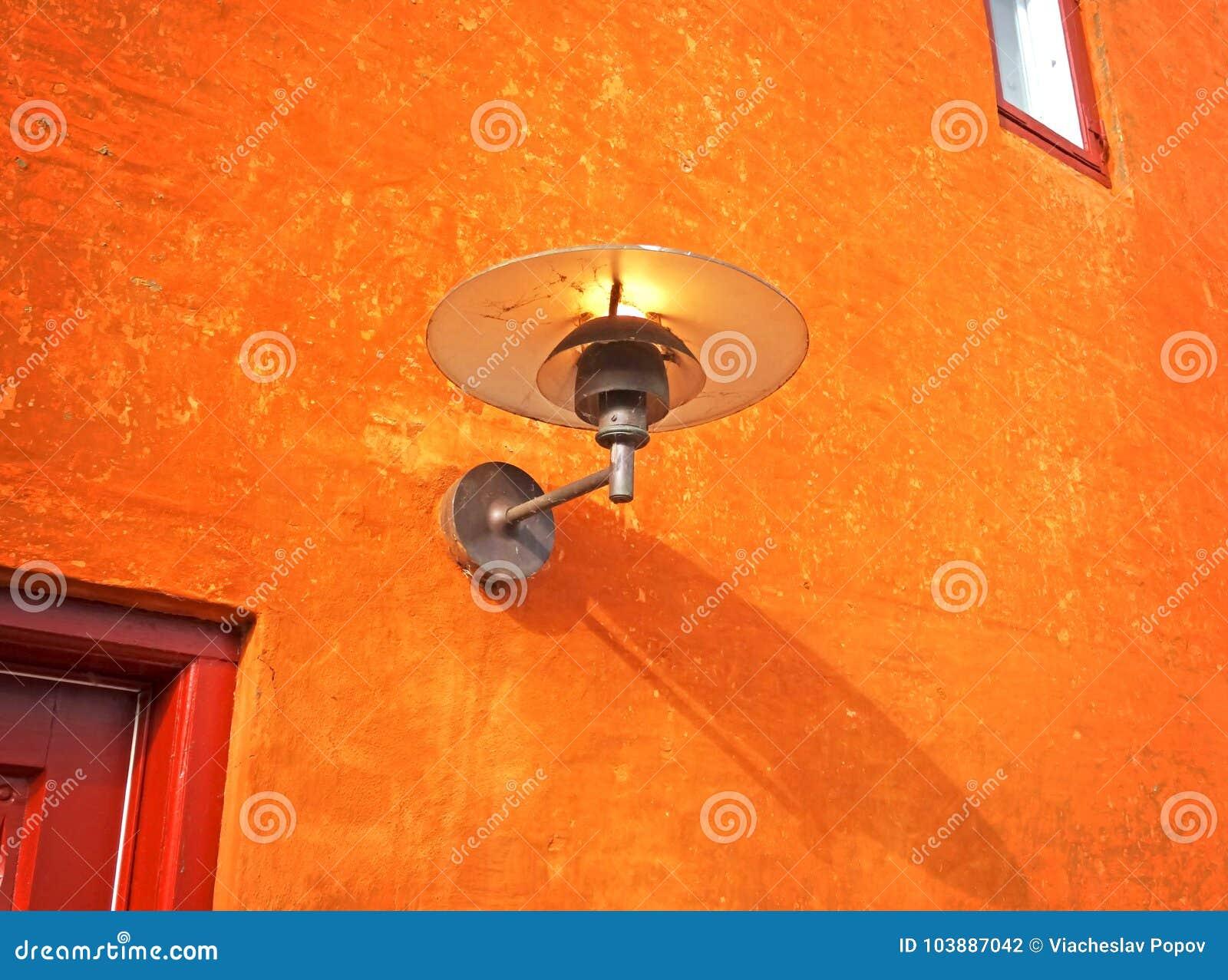 Stary lampion w sieci