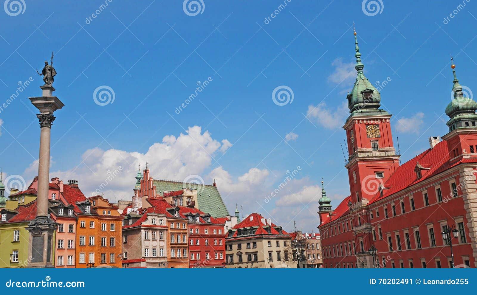 Stary magiczny przeszłości Poland ulicami miasta Warsaw