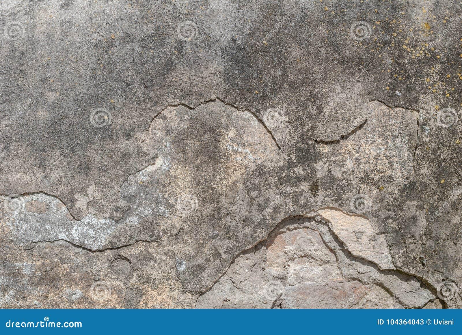Stary odłupany tynk na betonowej ścianie, szara tekstura, tło