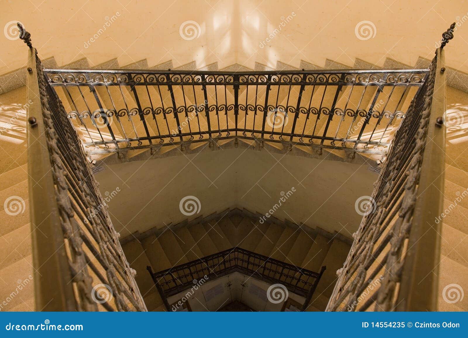 Stary odbicia schody kolor żółty