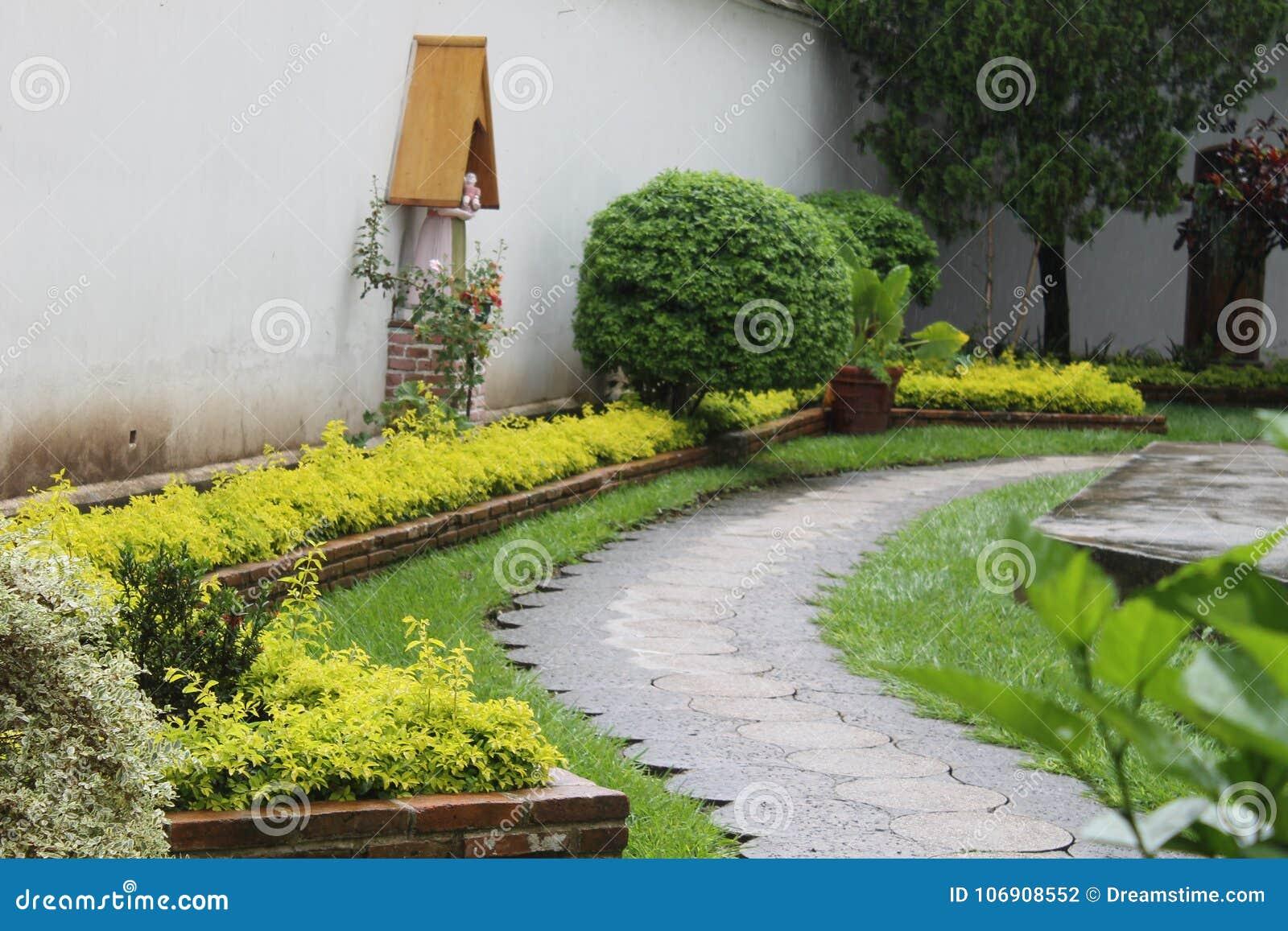 Stary ogród w kościół