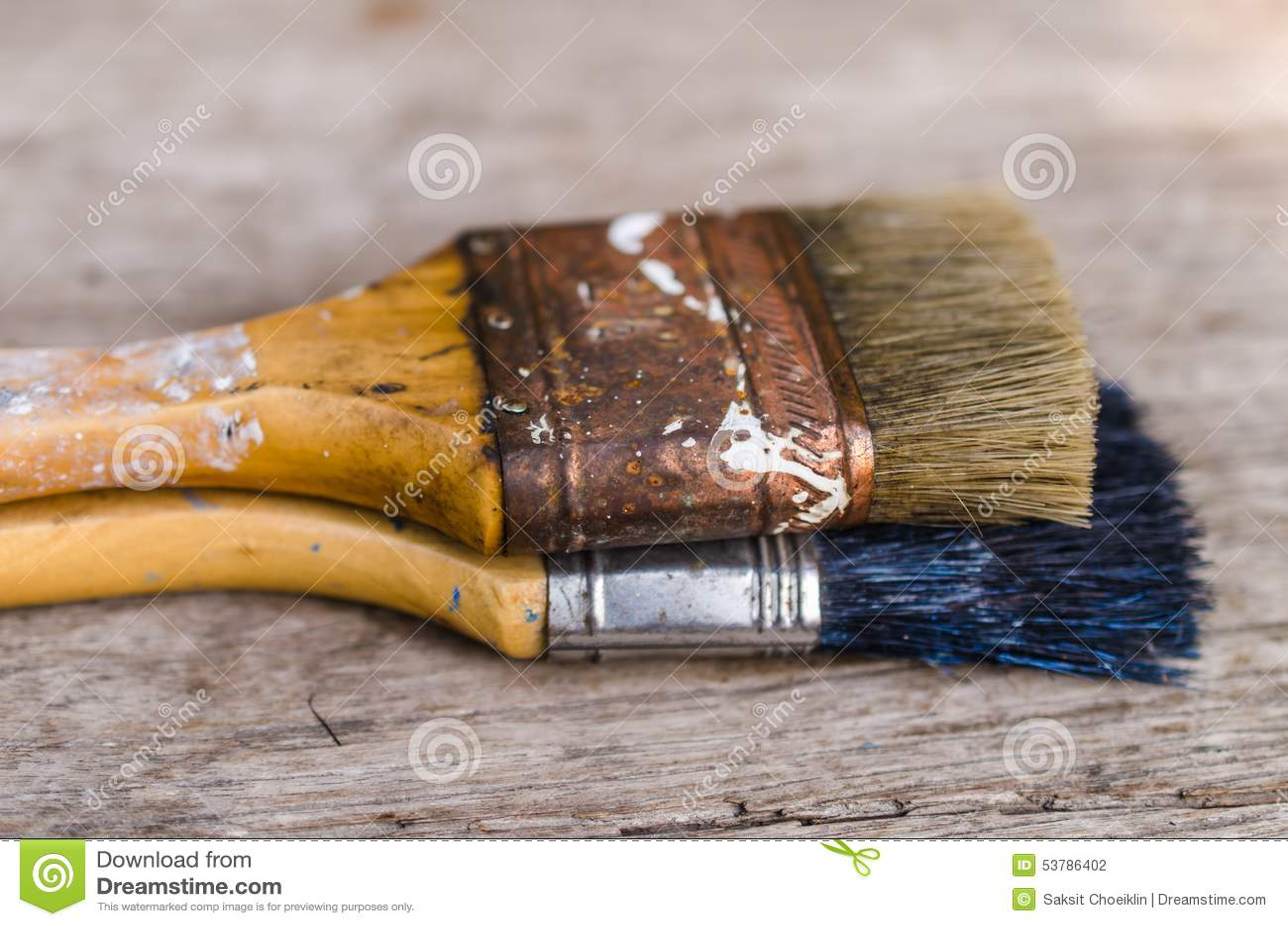 Stary paintbrush na drewnianym tle, rocznik