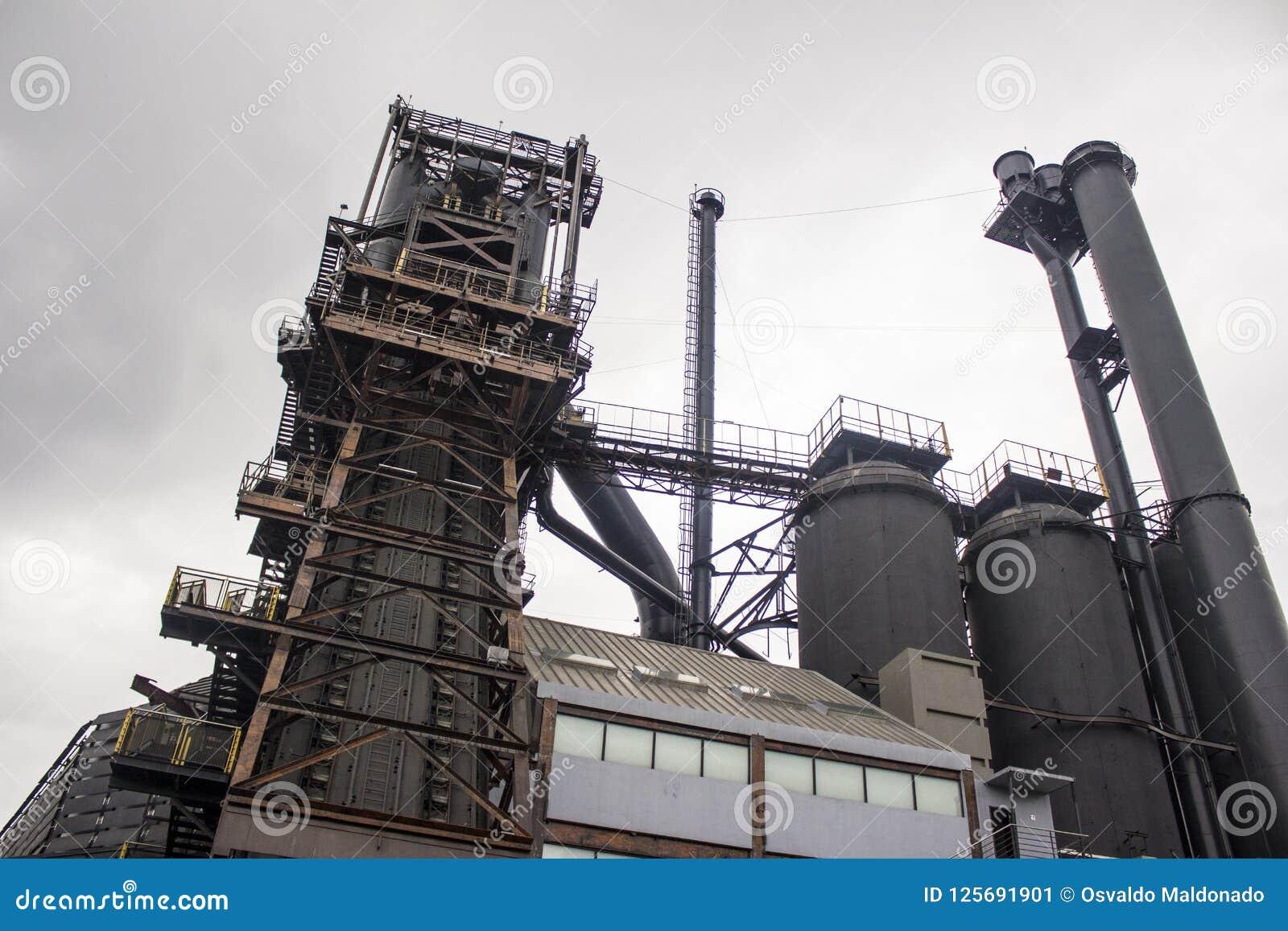 Stary piec formiernia przemysłu kompleks