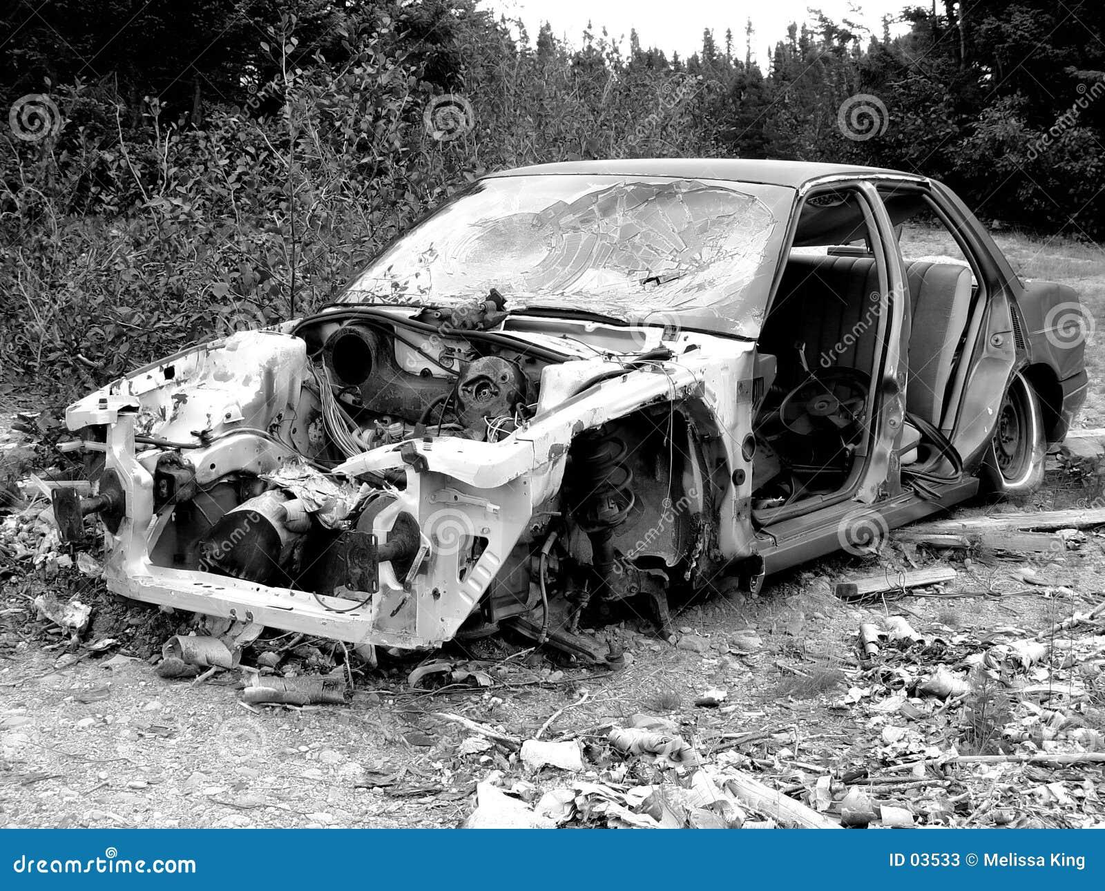 Stary wrak samochodowy