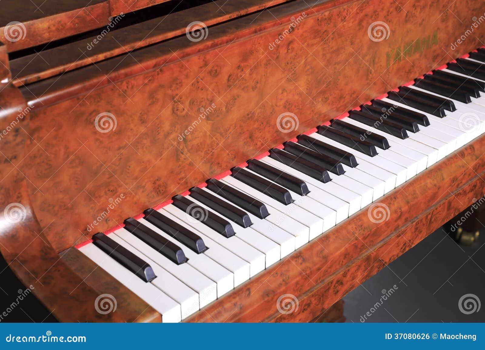 Download Stary yamaha pianino zdjęcie editorial. Obraz złożonej z yamaha - 37080626