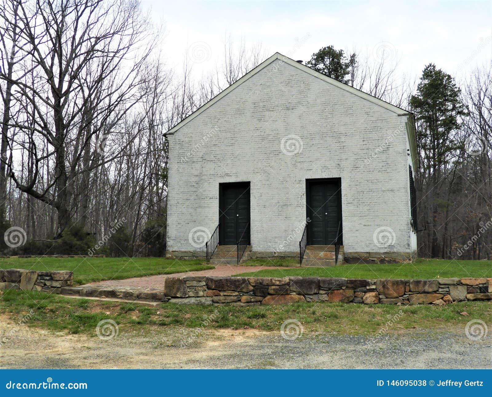 Stary zdewastowany kościół na wzgórzu w Zachodnim Pennsylwania